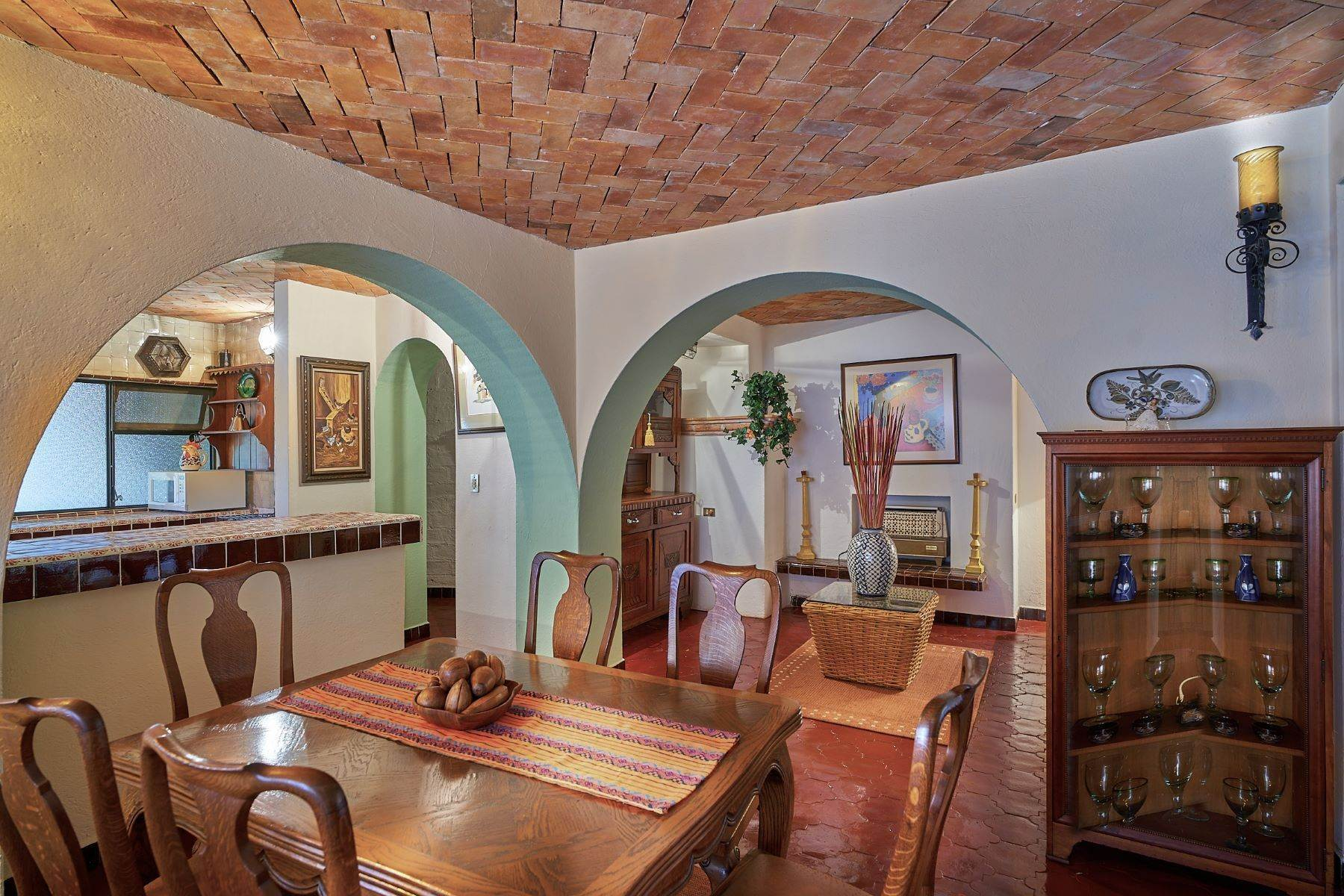 32. Single Family Homes for Sale at Faroles 10 San Miguel De Allende, Guanajuato 37740 Mexico
