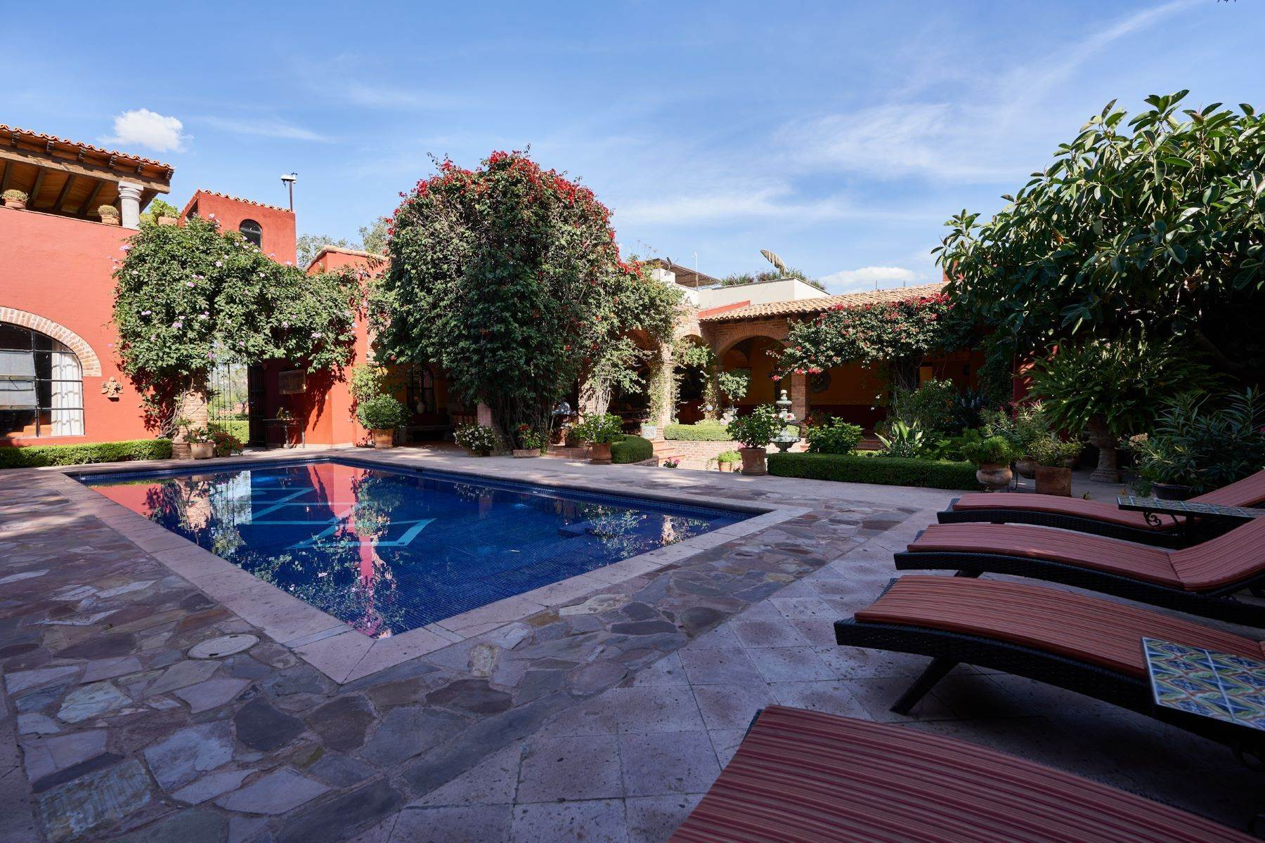 4. Single Family Homes for Sale at Casa de la Luz San Miguel De Allende, Guanajuato 37700 Mexico