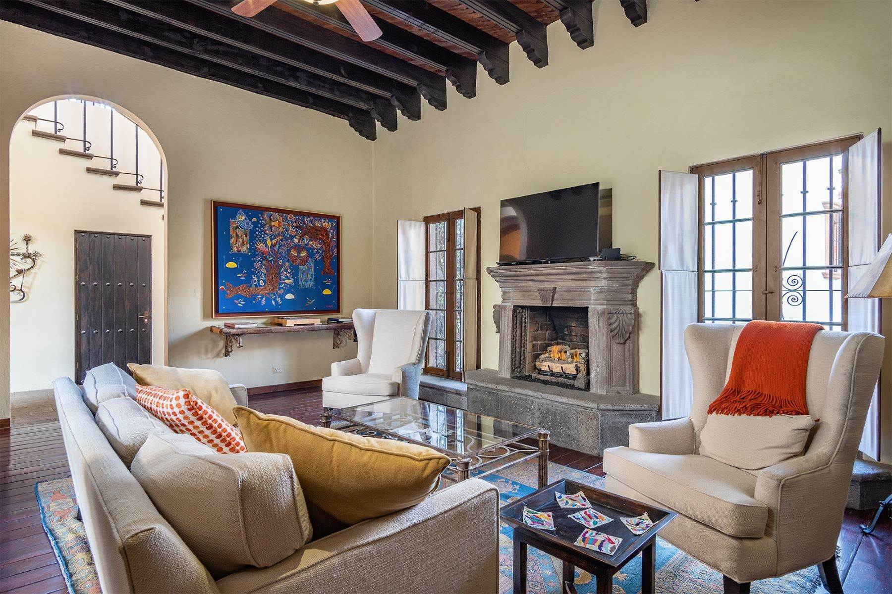 33. Single Family Homes for Sale at Casa William Gracia 9 San Miguel De Allende, Guanajuato 37700 Mexico