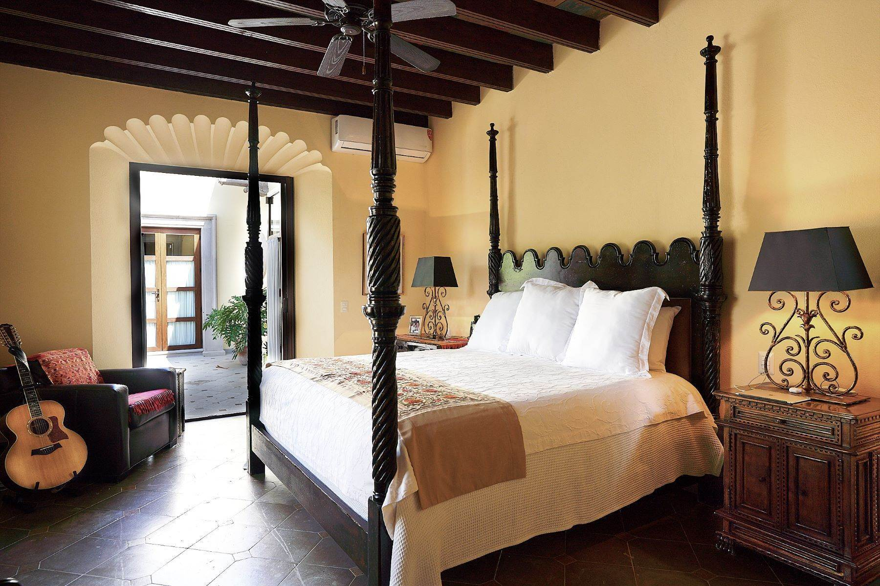 25. Single Family Homes for Sale at Casa Ixchel Privada de Pila Seca 6 San Miguel De Allende, Guanajuato 37700 Mexico