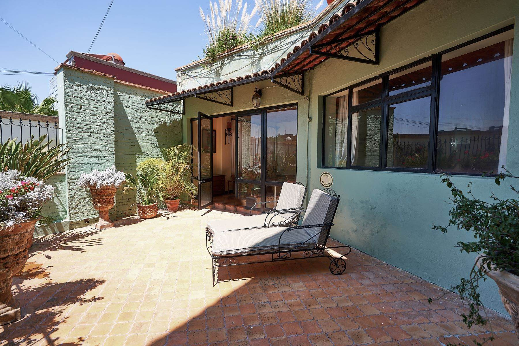 29. Single Family Homes for Sale at Faroles 10 San Miguel De Allende, Guanajuato 37740 Mexico