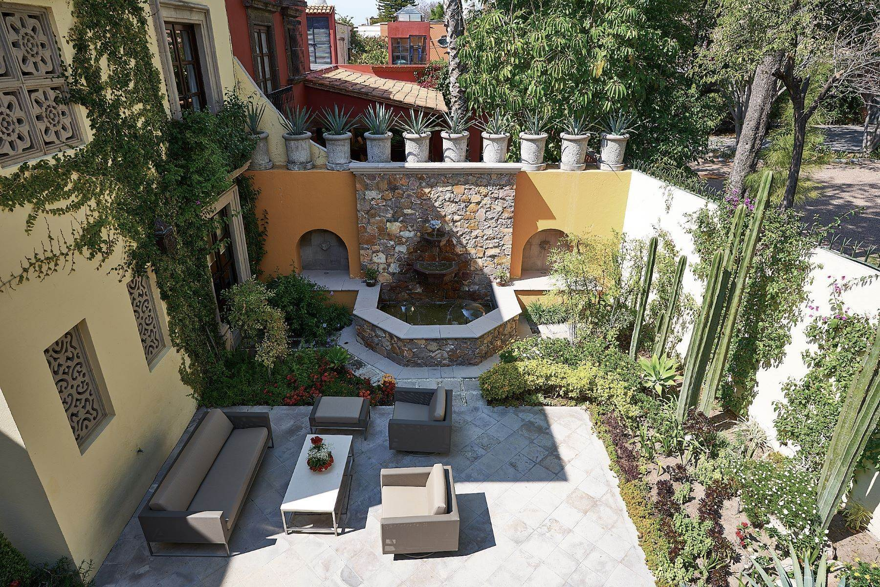 14. Single Family Homes for Sale at Casa Ixchel Privada de Pila Seca 6 San Miguel De Allende, Guanajuato 37700 Mexico
