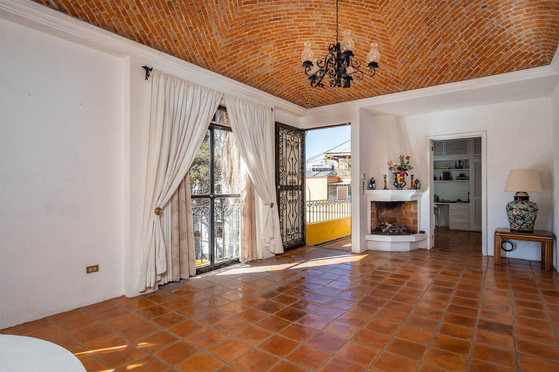 8. Single Family Homes for Sale at Pila Seca 2B, Centro Histórico San Miguel De Allende, Guanajuato 37700 Mexico