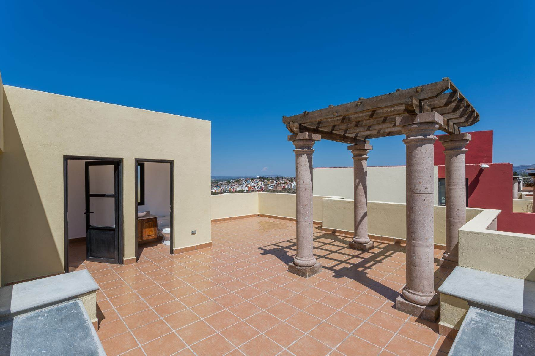 34. Single Family Homes for Sale at Villa Jardín Camino Norte, El Capricho San Miguel De Allende, Guanajuato 37700 Mexico