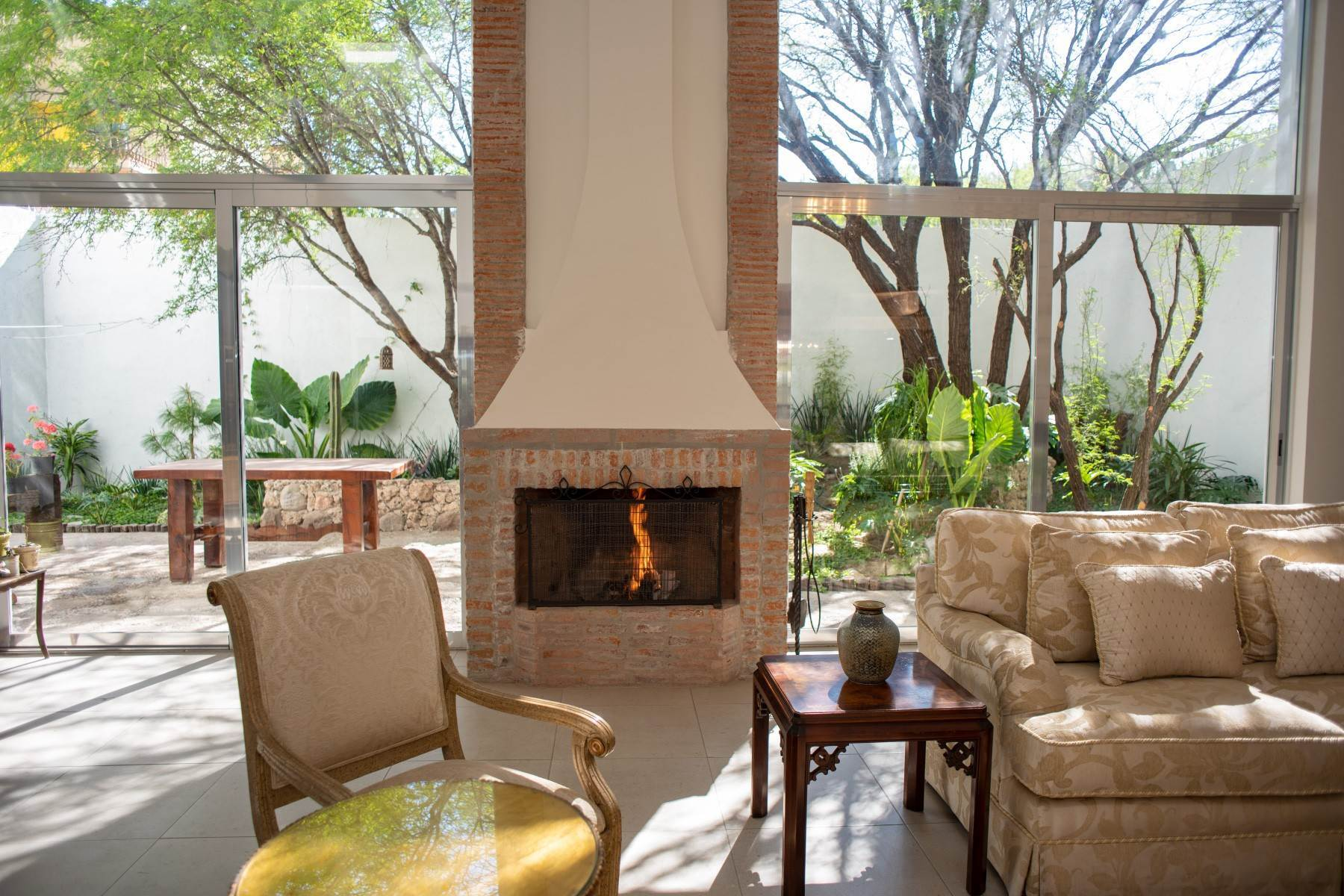 12. Single Family Homes for Sale at Casa Atardeceres Calle de la Presa 6 San Miguel De Allende, Guanajuato 37700 Mexico