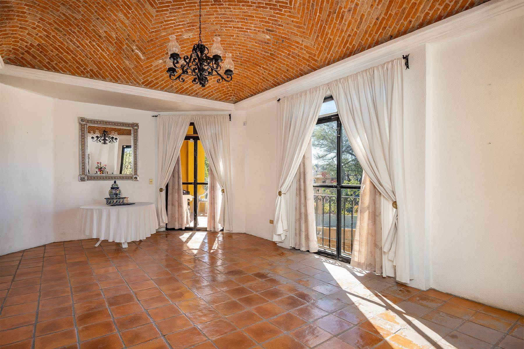 10. Single Family Homes for Sale at Pila Seca 2B, Centro Histórico San Miguel De Allende, Guanajuato 37700 Mexico
