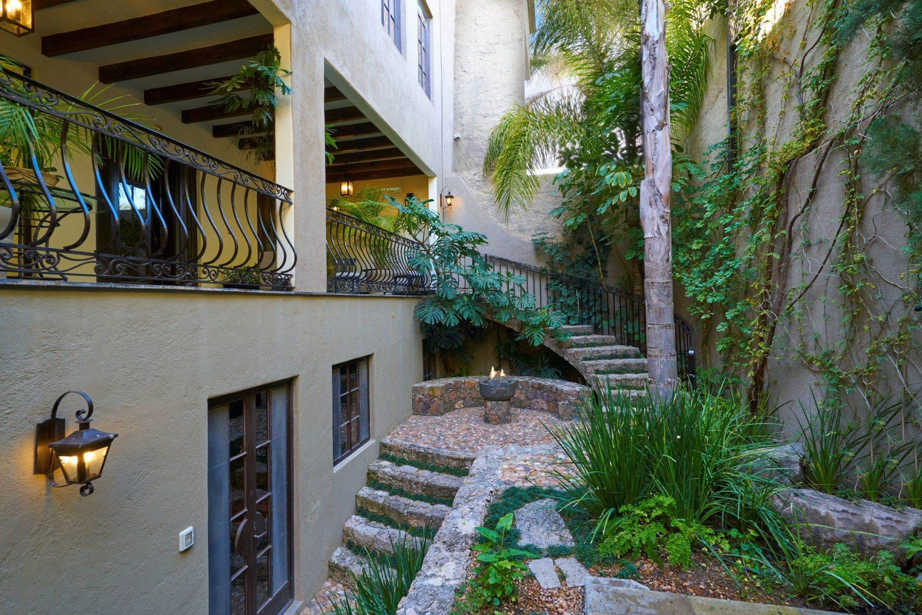 22. Single Family Homes for Sale at Casa Shangri-La Moras 3 B San Miguel De Allende, Guanajuato 37700 Mexico