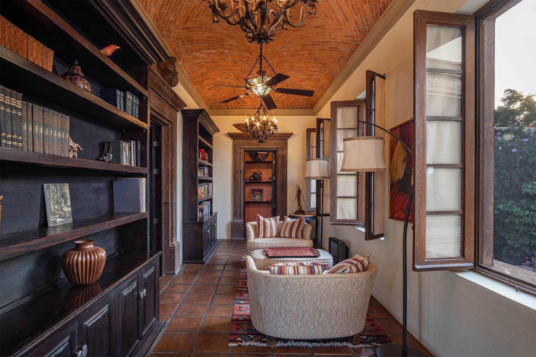 44. Single Family Homes for Sale at Casa William Gracia 9 San Miguel De Allende, Guanajuato 37700 Mexico