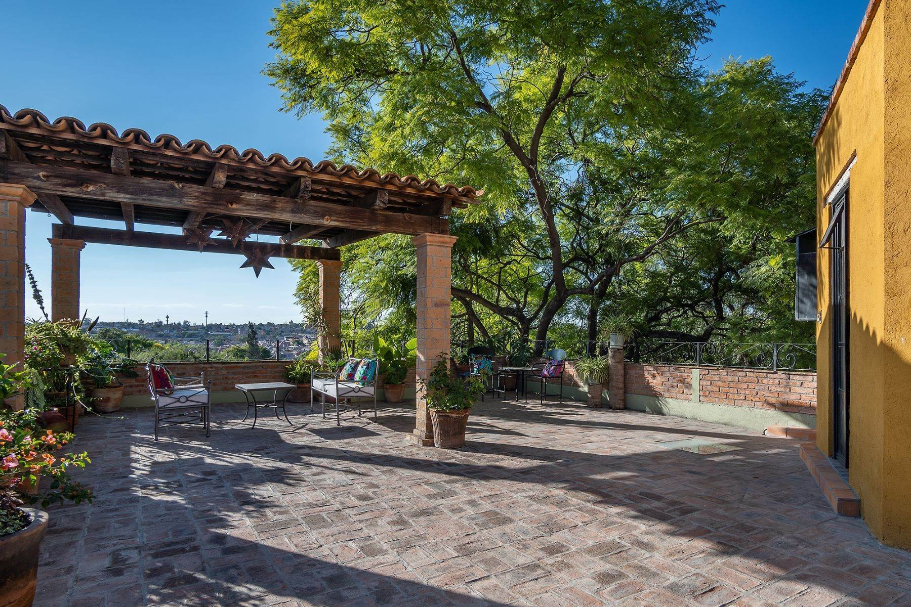 22. Single Family Homes for Sale at Casa Jacarandas Hernandez Macias San Miguel De Allende, Guanajuato 37700 Mexico