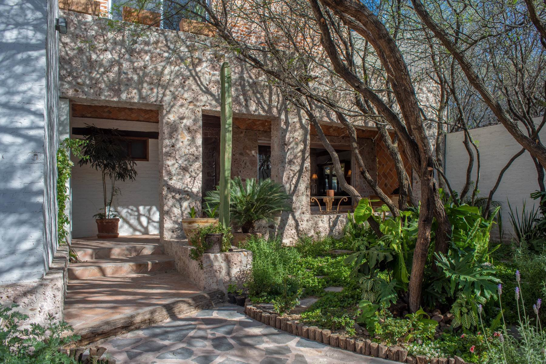 2. Single Family Homes for Sale at Casa Atardeceres Calle de la Presa 6 San Miguel De Allende, Guanajuato 37700 Mexico