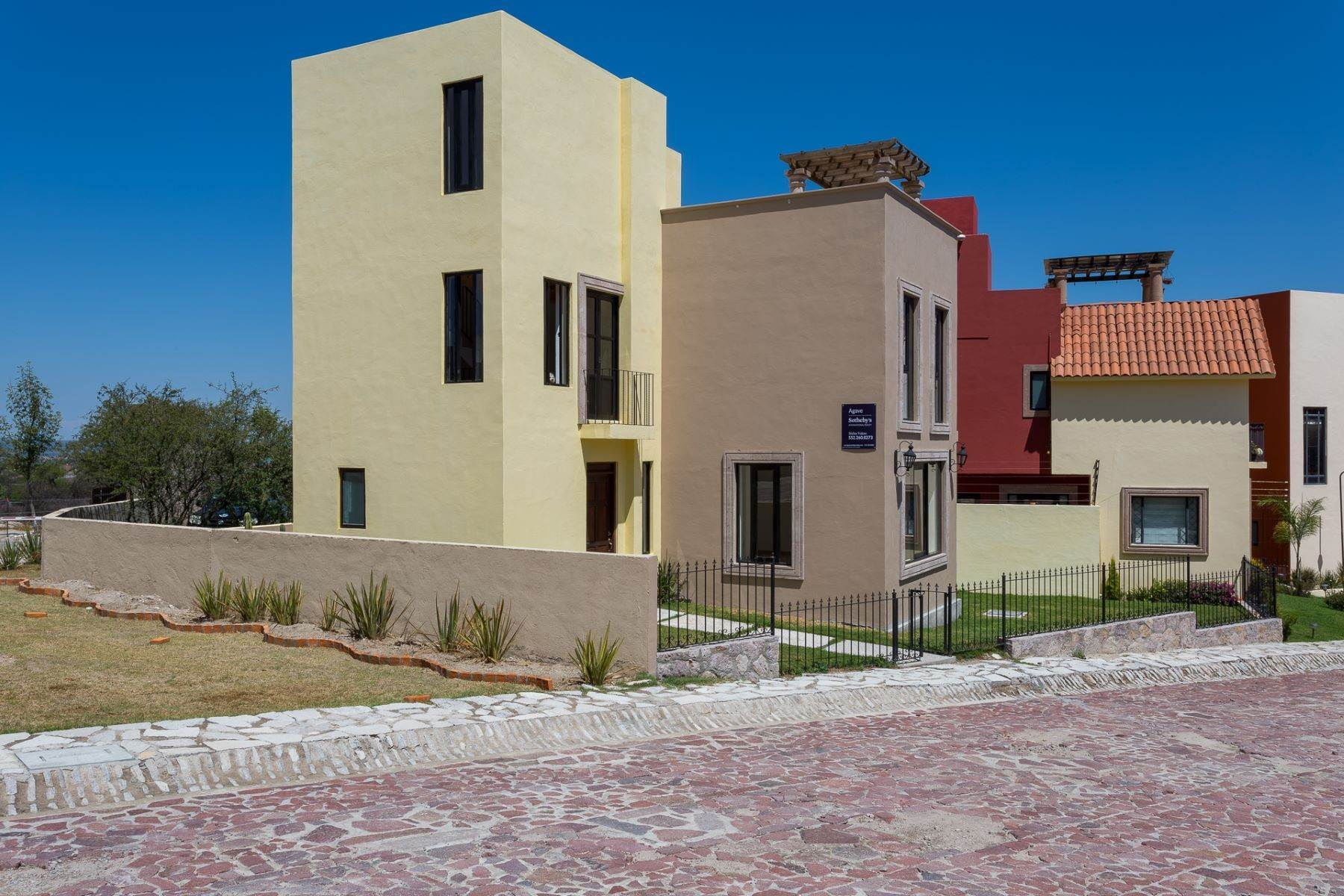 5. Single Family Homes for Sale at Villa Jardín Camino Norte, El Capricho San Miguel De Allende, Guanajuato 37700 Mexico