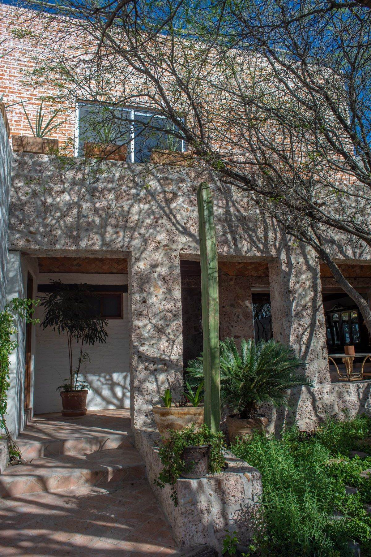 7. Single Family Homes for Sale at Casa Atardeceres Calle de la Presa 6 San Miguel De Allende, Guanajuato 37700 Mexico