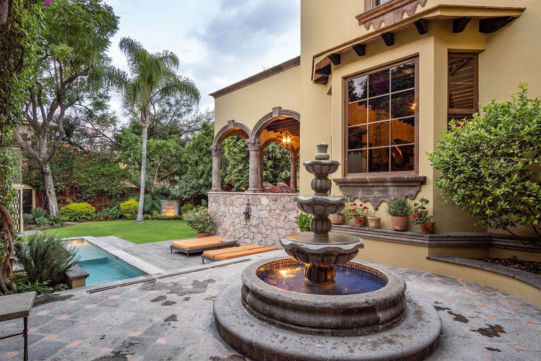 7. Single Family Homes for Sale at Casa William Gracia 9 San Miguel De Allende, Guanajuato 37700 Mexico