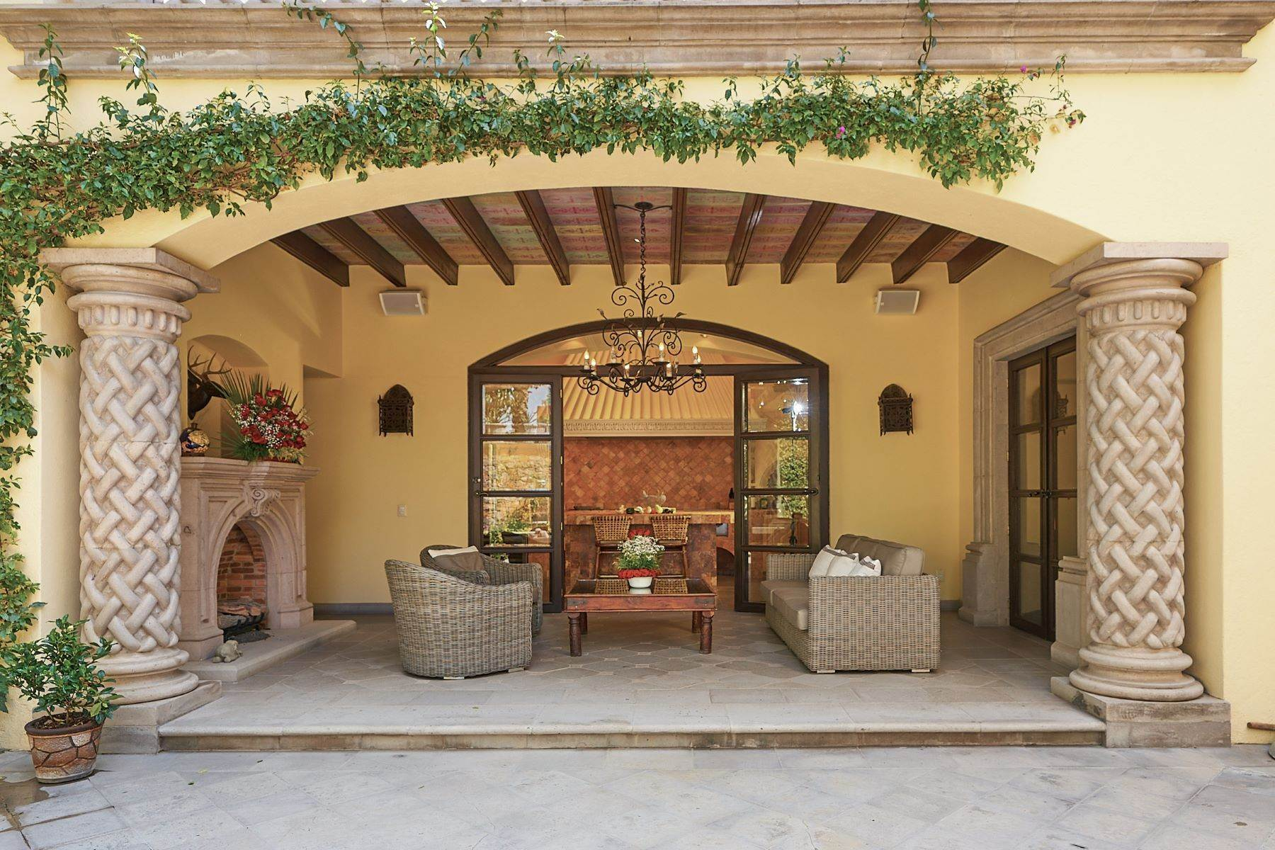 13. Single Family Homes for Sale at Casa Ixchel Privada de Pila Seca 6 San Miguel De Allende, Guanajuato 37700 Mexico