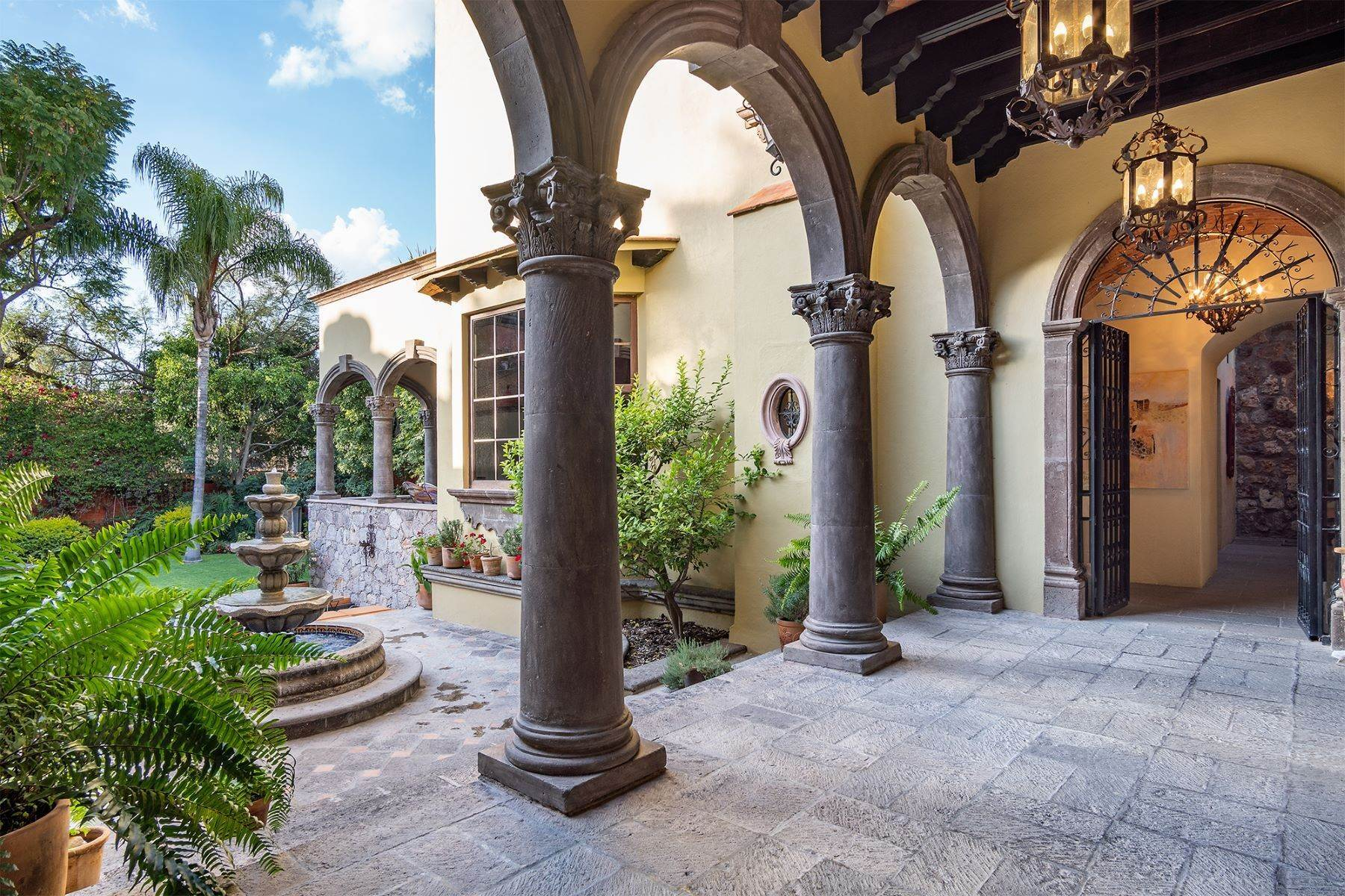 15. Single Family Homes for Sale at Casa William Gracia 9 San Miguel De Allende, Guanajuato 37700 Mexico