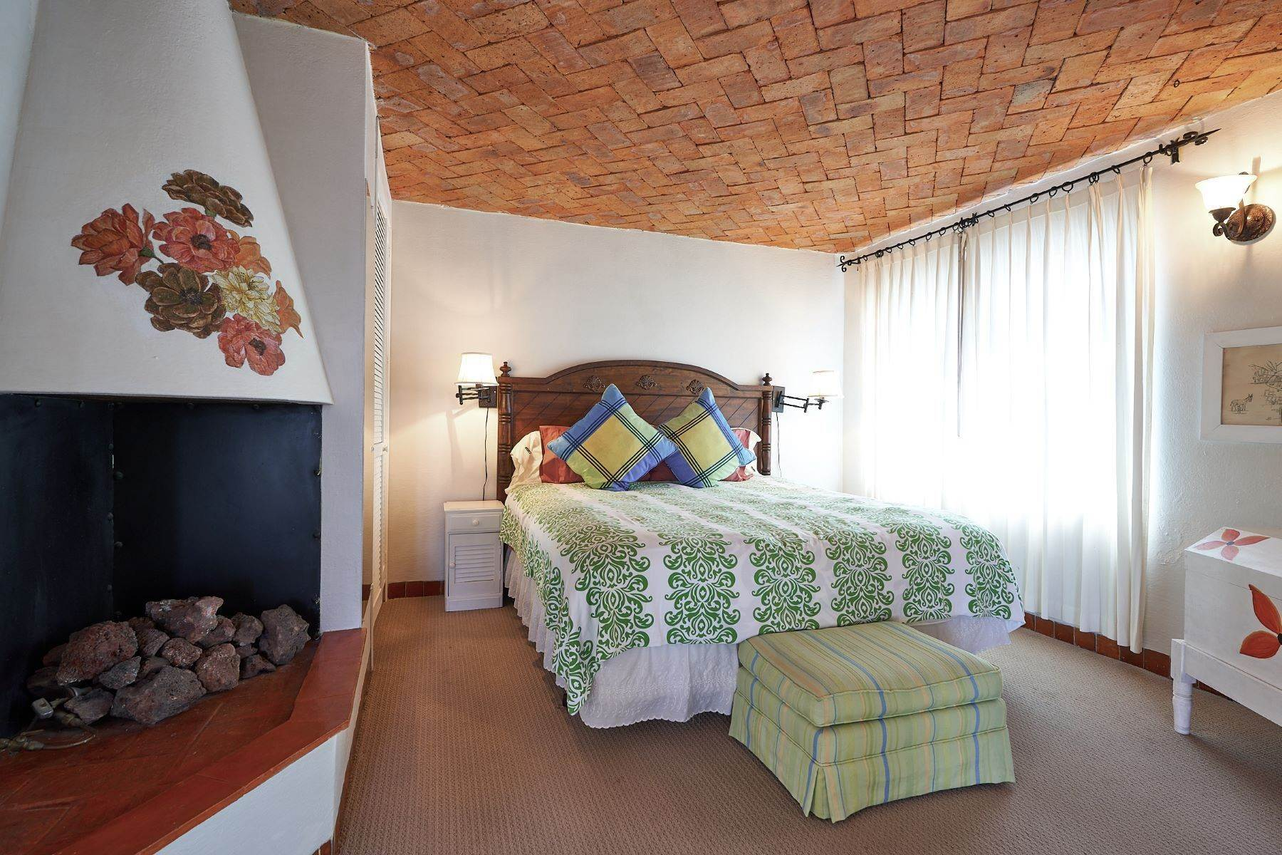 25. Single Family Homes for Sale at Faroles 10 San Miguel De Allende, Guanajuato 37740 Mexico