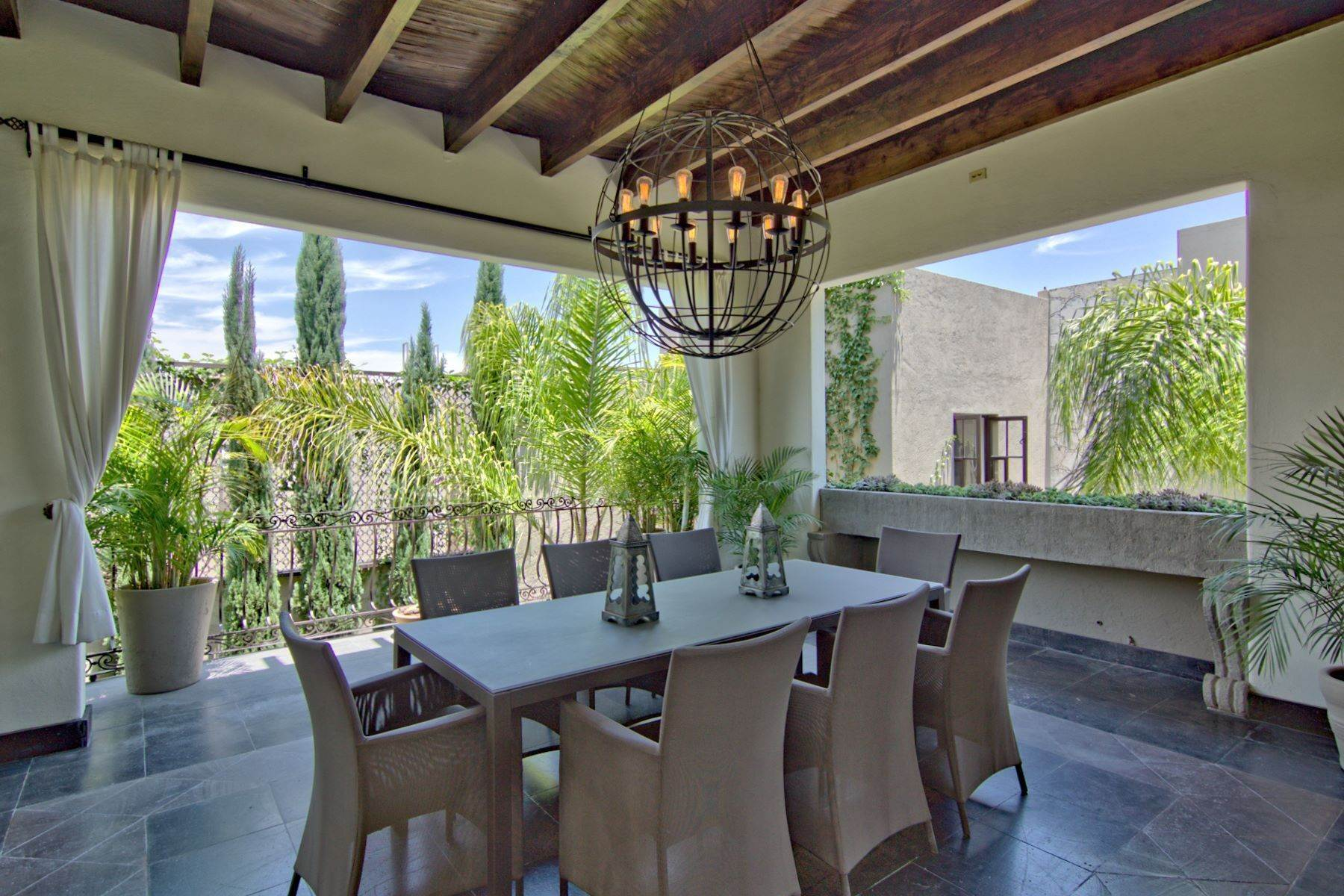 12. Single Family Homes for Sale at Casa Shangri-La Moras 3 B San Miguel De Allende, Guanajuato 37700 Mexico