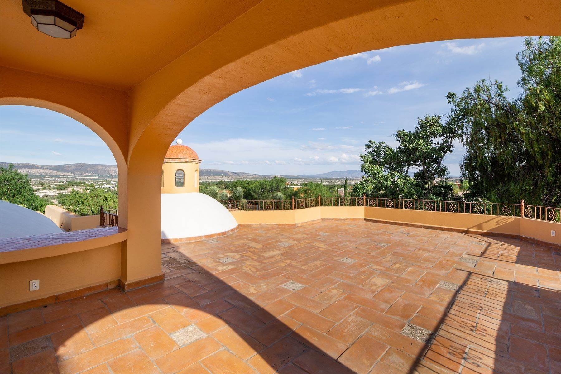 17. Single Family Homes for Sale at Casa Frida Los Labradores, San Miguel De Allende, Guanajuato Mexico