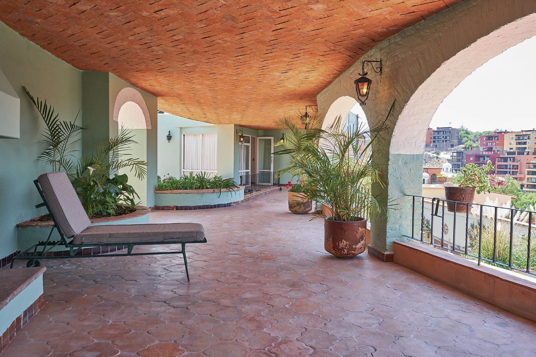 22. Single Family Homes for Sale at Faroles 10 San Miguel De Allende, Guanajuato 37740 Mexico