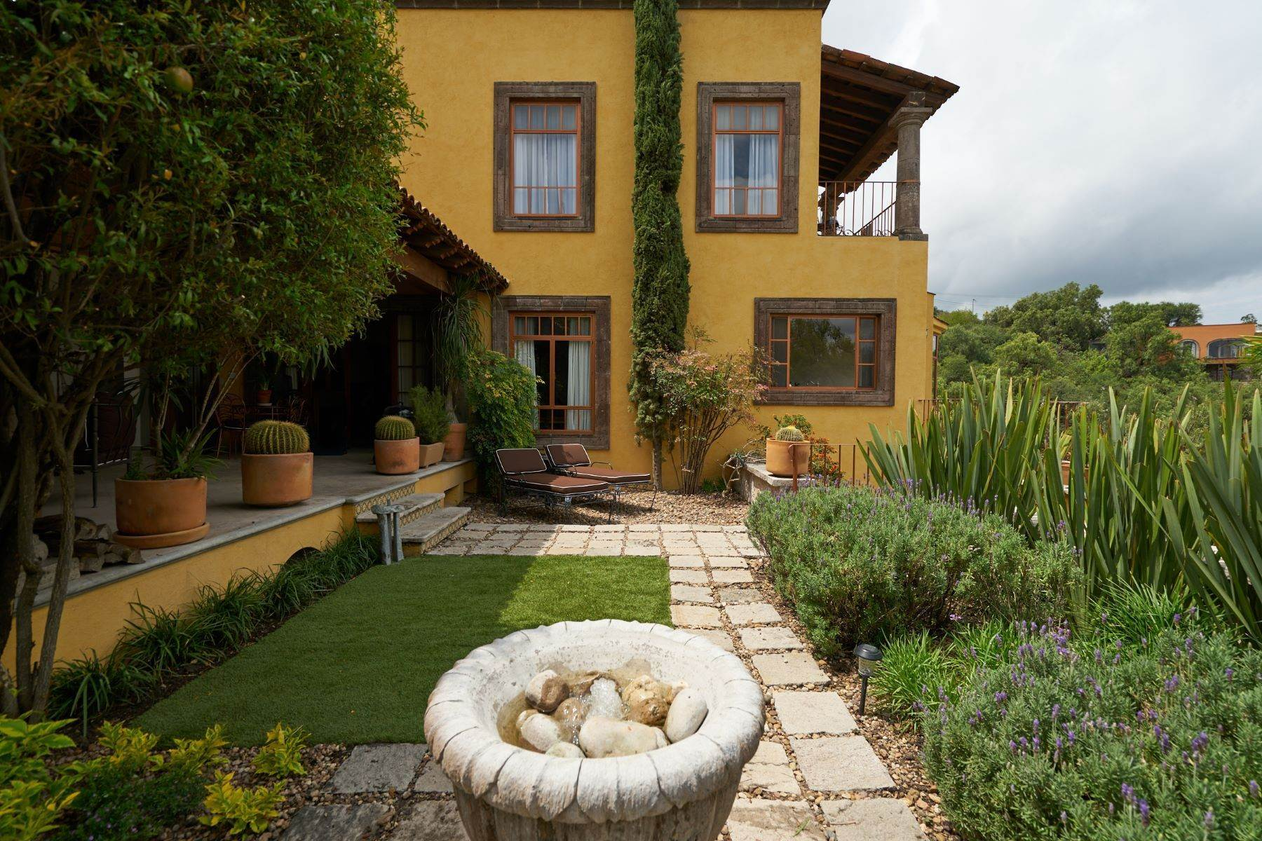 35. Single Family Homes for Sale at Casa Celeste Camino Real a Xichu #35 San Miguel De Allende, Guanajuato 37777 Mexico
