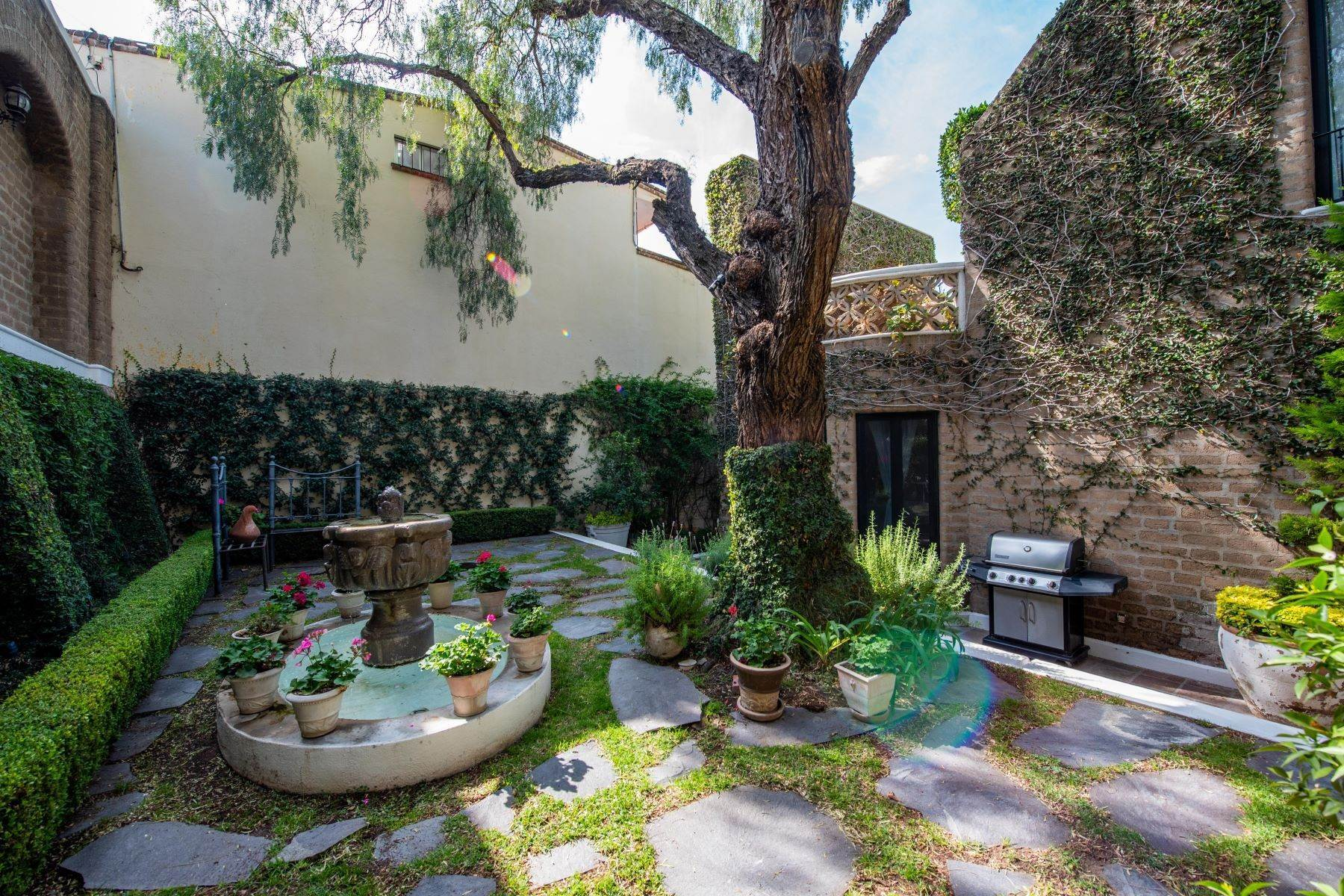 39. Single Family Homes for Sale at Casa Mi Besito Atascadero, San Miguel De Allende, Guanajuato Mexico