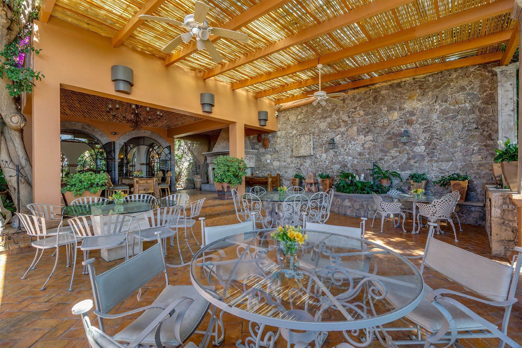 15. Single Family Homes for Sale at Casa Alegre Montitlan San Miguel De Allende, Guanajuato 37720 Mexico