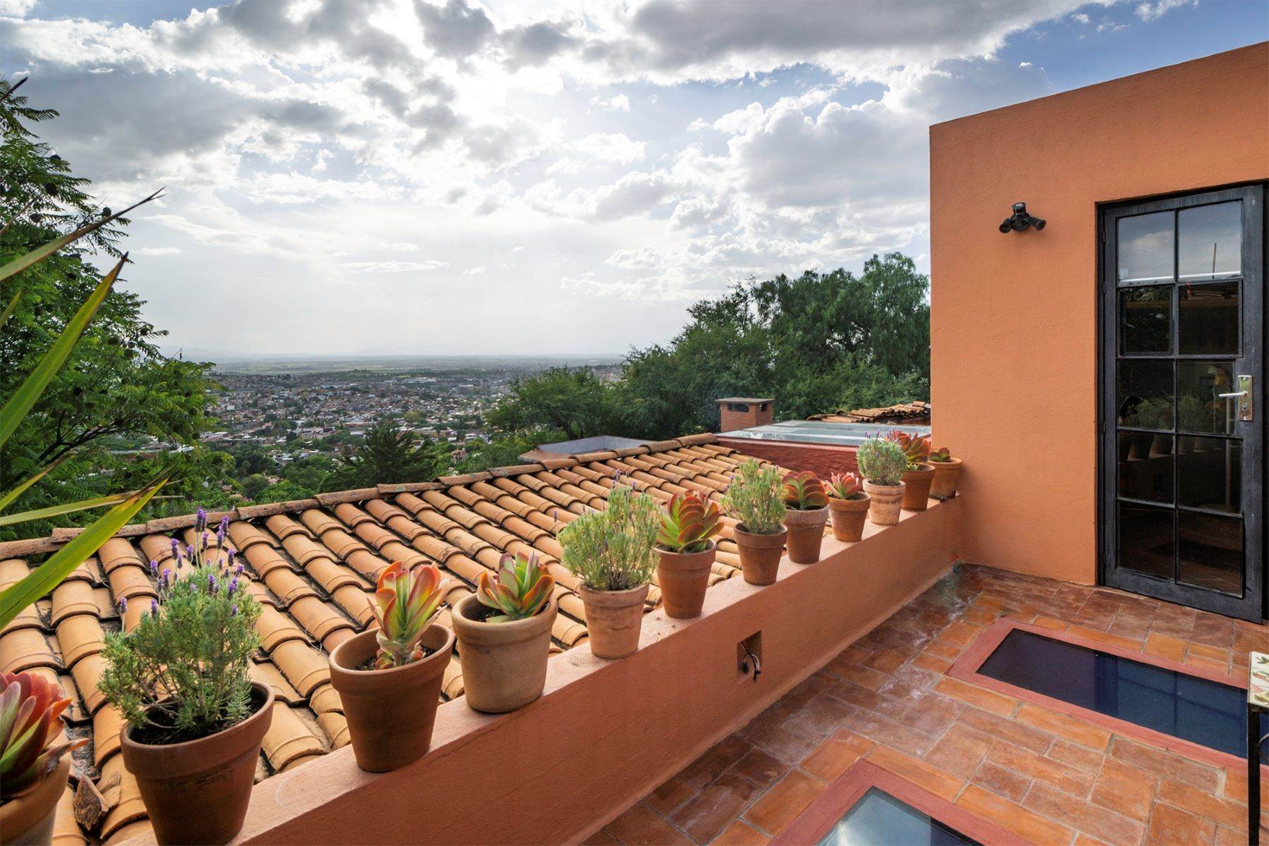 18. Single Family Homes for Sale at Casa Vistas Piedras Chinas San Miguel De Allende, Guanajuato 37700 Mexico