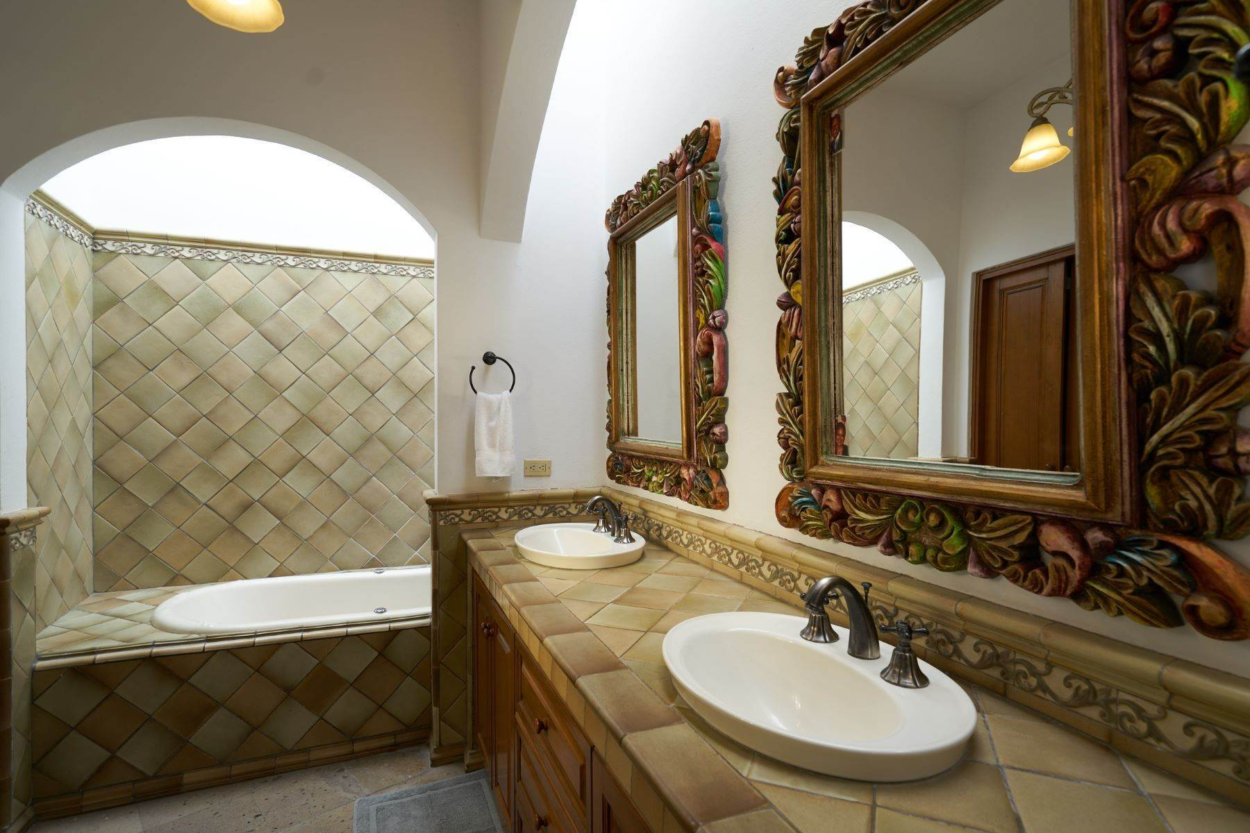 21. Single Family Homes for Sale at Casa Celeste Camino Real a Xichu #35 San Miguel De Allende, Guanajuato 37777 Mexico