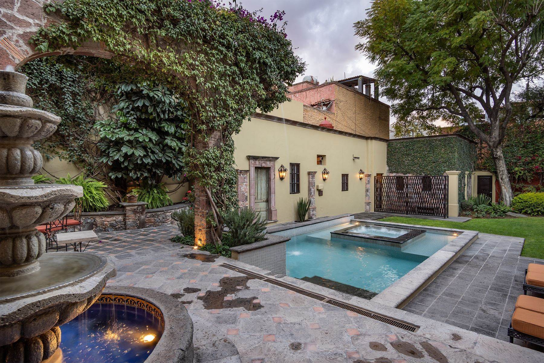 10. Single Family Homes for Sale at Casa William Gracia 9 San Miguel De Allende, Guanajuato 37700 Mexico