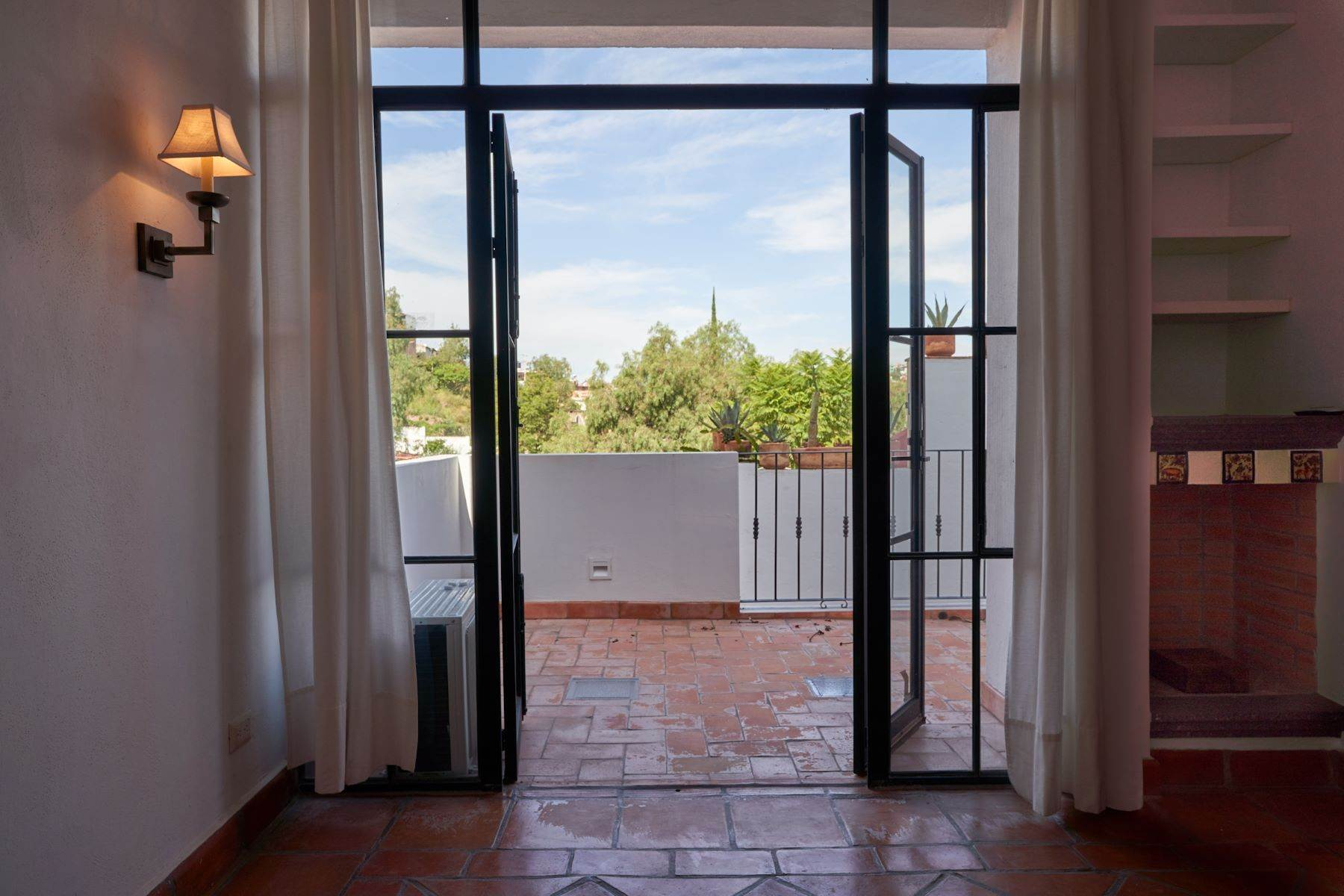 22. Single Family Homes for Sale at Casa Alameda San Miguel De Allende, Guanajuato 37750 Mexico