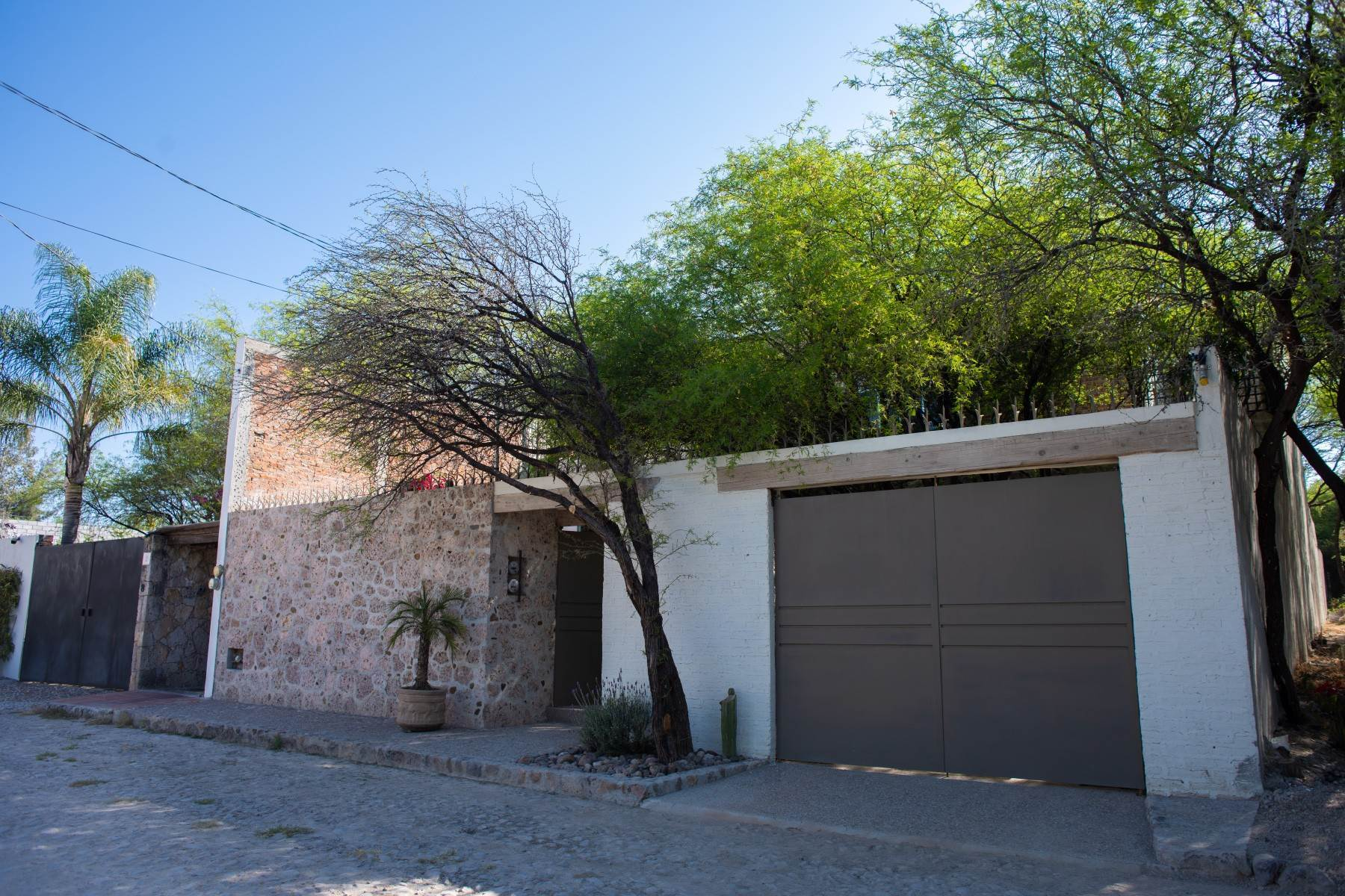 5. Single Family Homes for Sale at Casa Atardeceres Calle de la Presa 6 San Miguel De Allende, Guanajuato 37700 Mexico
