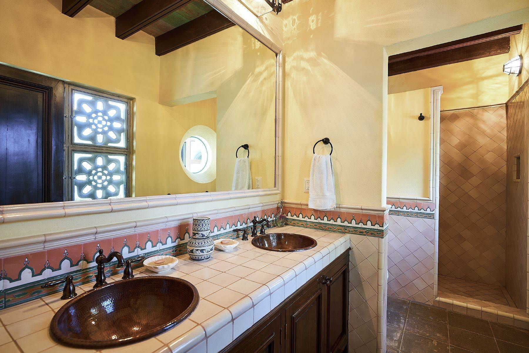 24. Single Family Homes for Sale at Casa Ixchel Privada de Pila Seca 6 San Miguel De Allende, Guanajuato 37700 Mexico