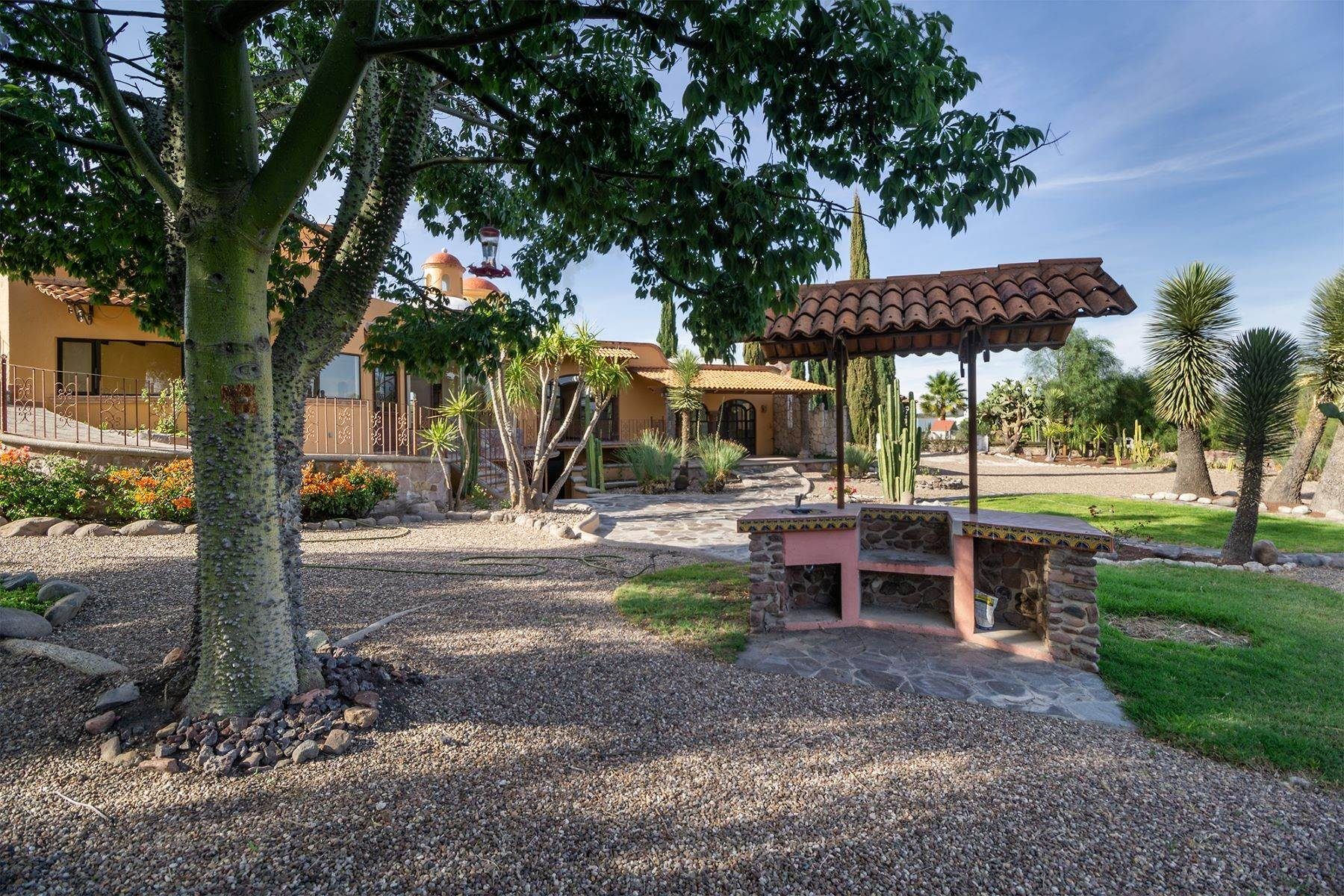 15. Single Family Homes for Sale at Casa Frida Los Labradores, San Miguel De Allende, Guanajuato Mexico