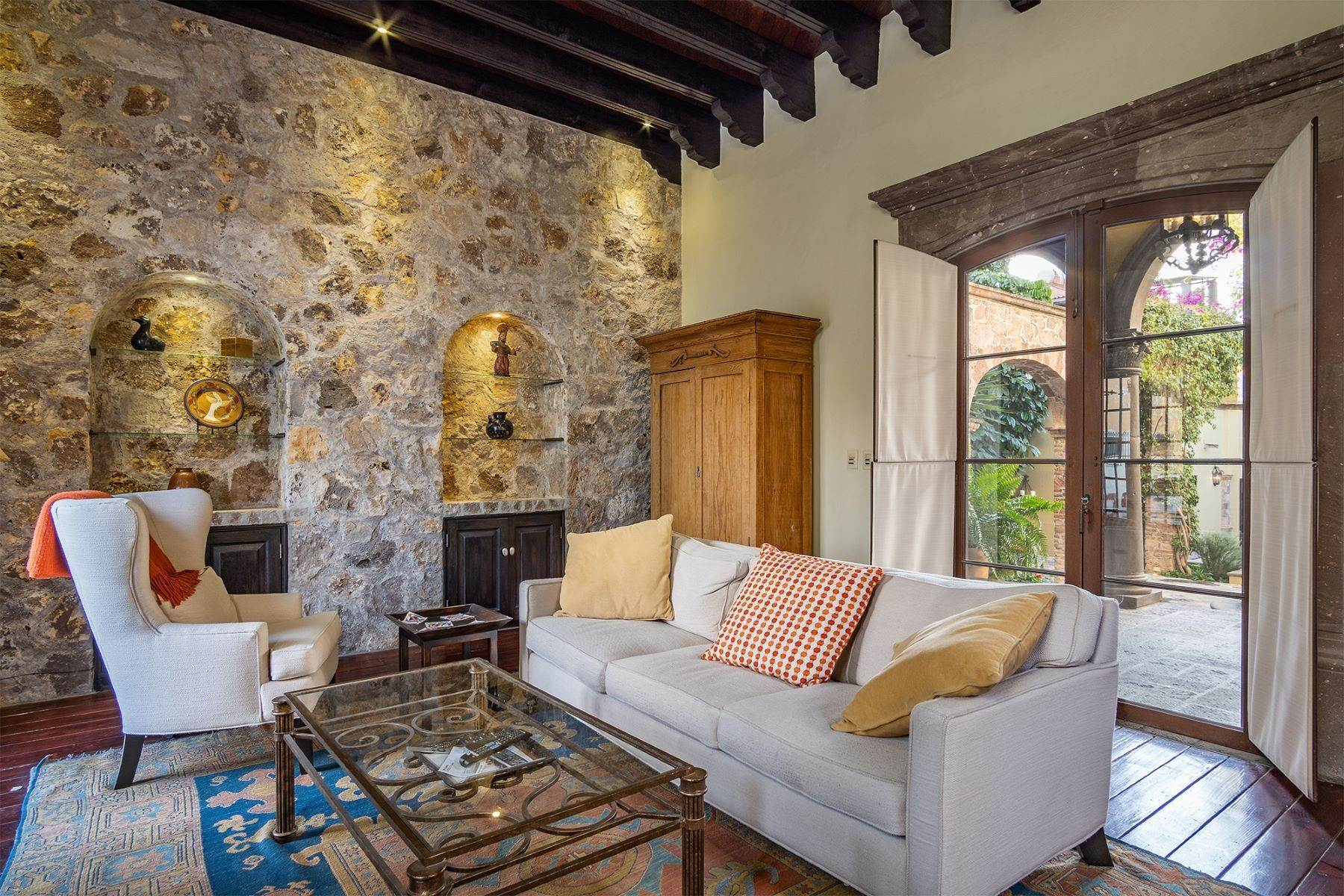 32. Single Family Homes for Sale at Casa William Gracia 9 San Miguel De Allende, Guanajuato 37700 Mexico