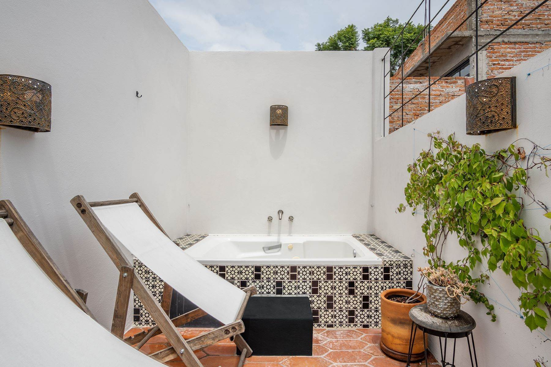 18. Single Family Homes for Sale at Casa Good Abode San Juan San Miguel De Allende, Guanajuato 37733 Mexico