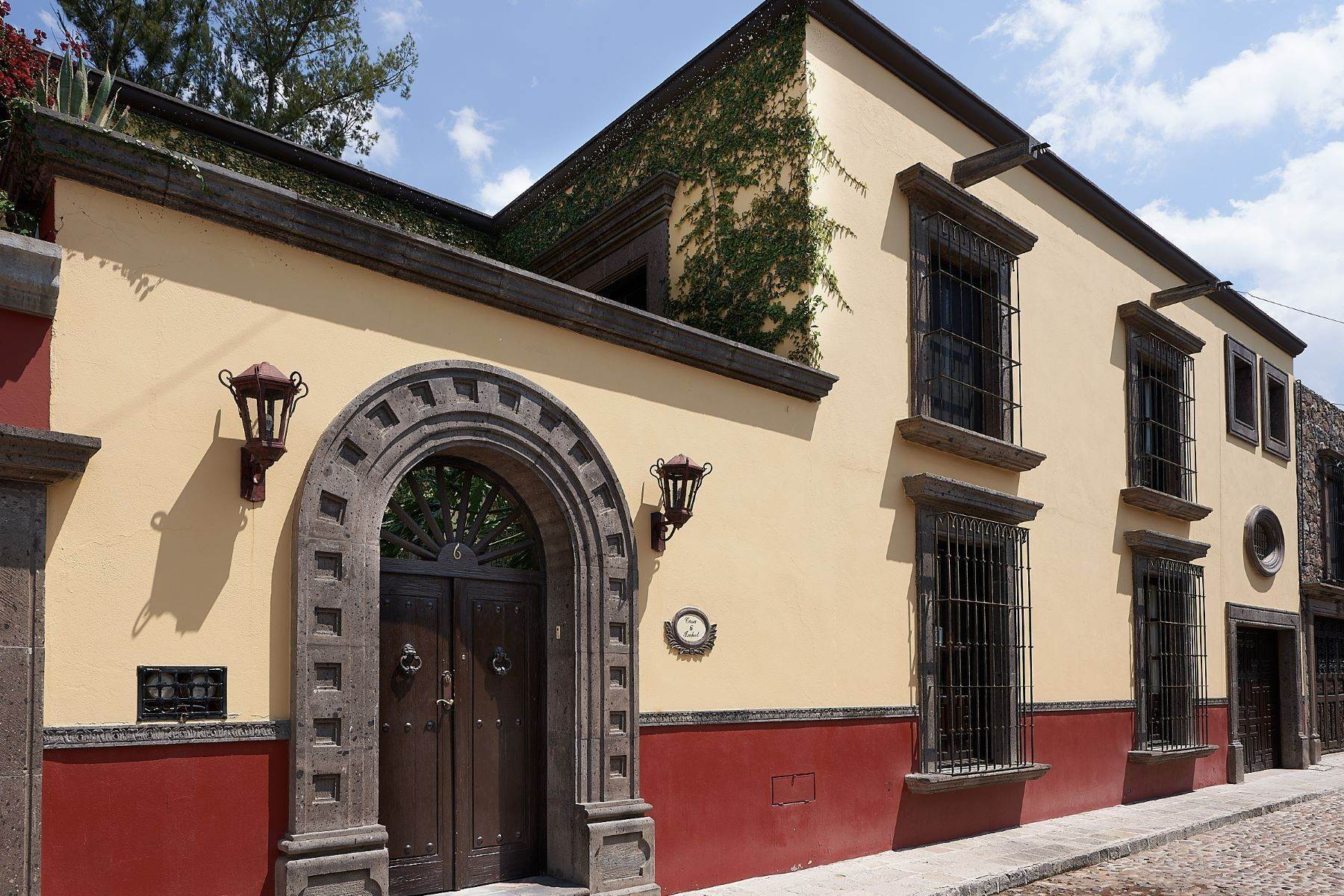 Single Family Homes for Sale at Casa Ixchel Privada de Pila Seca 6 San Miguel De Allende, Guanajuato 37700 Mexico