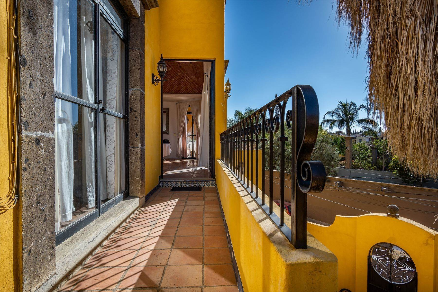 2. Single Family Homes for Sale at Pila Seca 2B, Centro Histórico San Miguel De Allende, Guanajuato 37700 Mexico