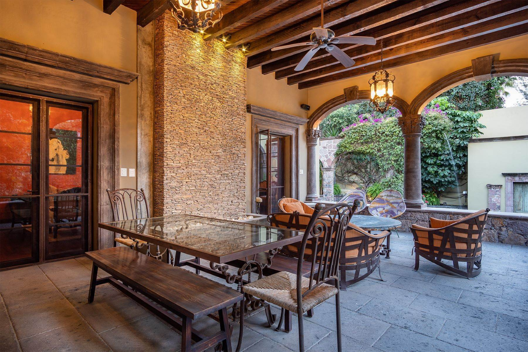 22. Single Family Homes for Sale at Casa William Gracia 9 San Miguel De Allende, Guanajuato 37700 Mexico