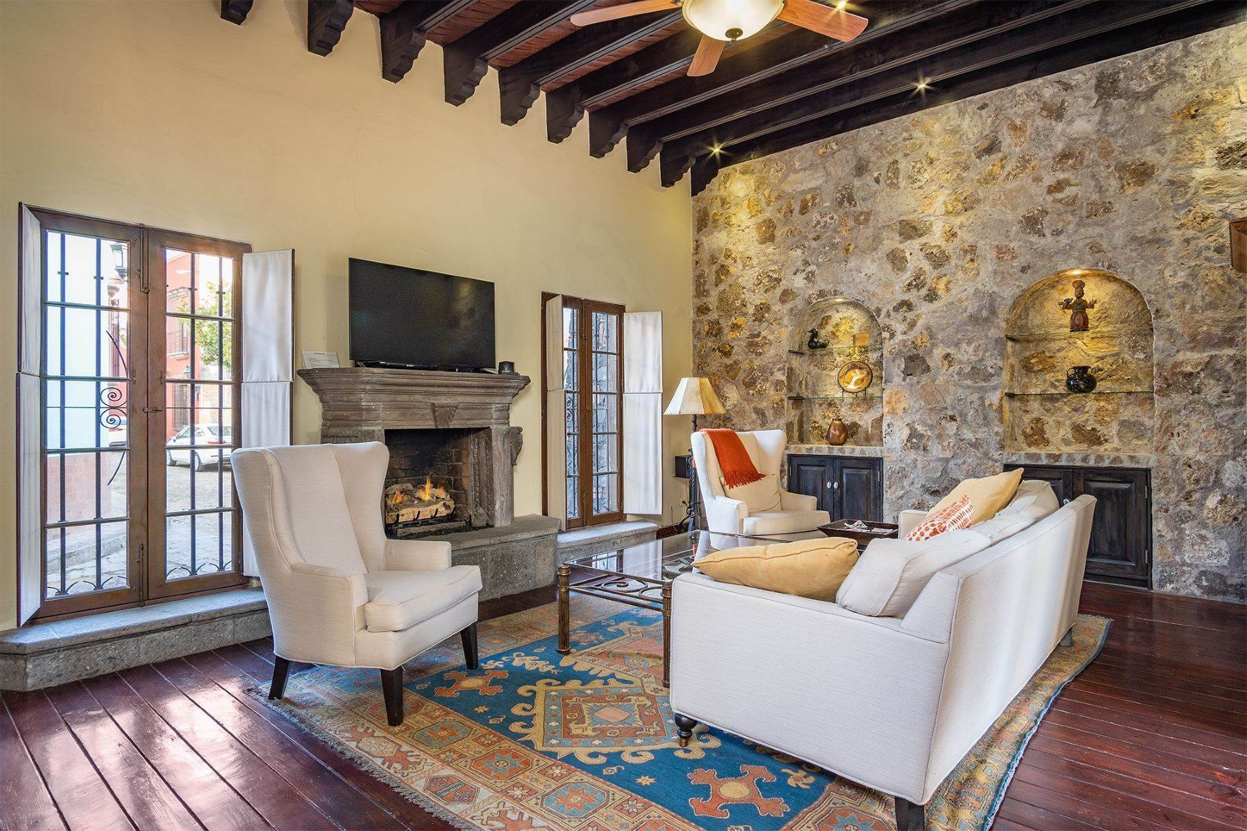 31. Single Family Homes for Sale at Casa William Gracia 9 San Miguel De Allende, Guanajuato 37700 Mexico