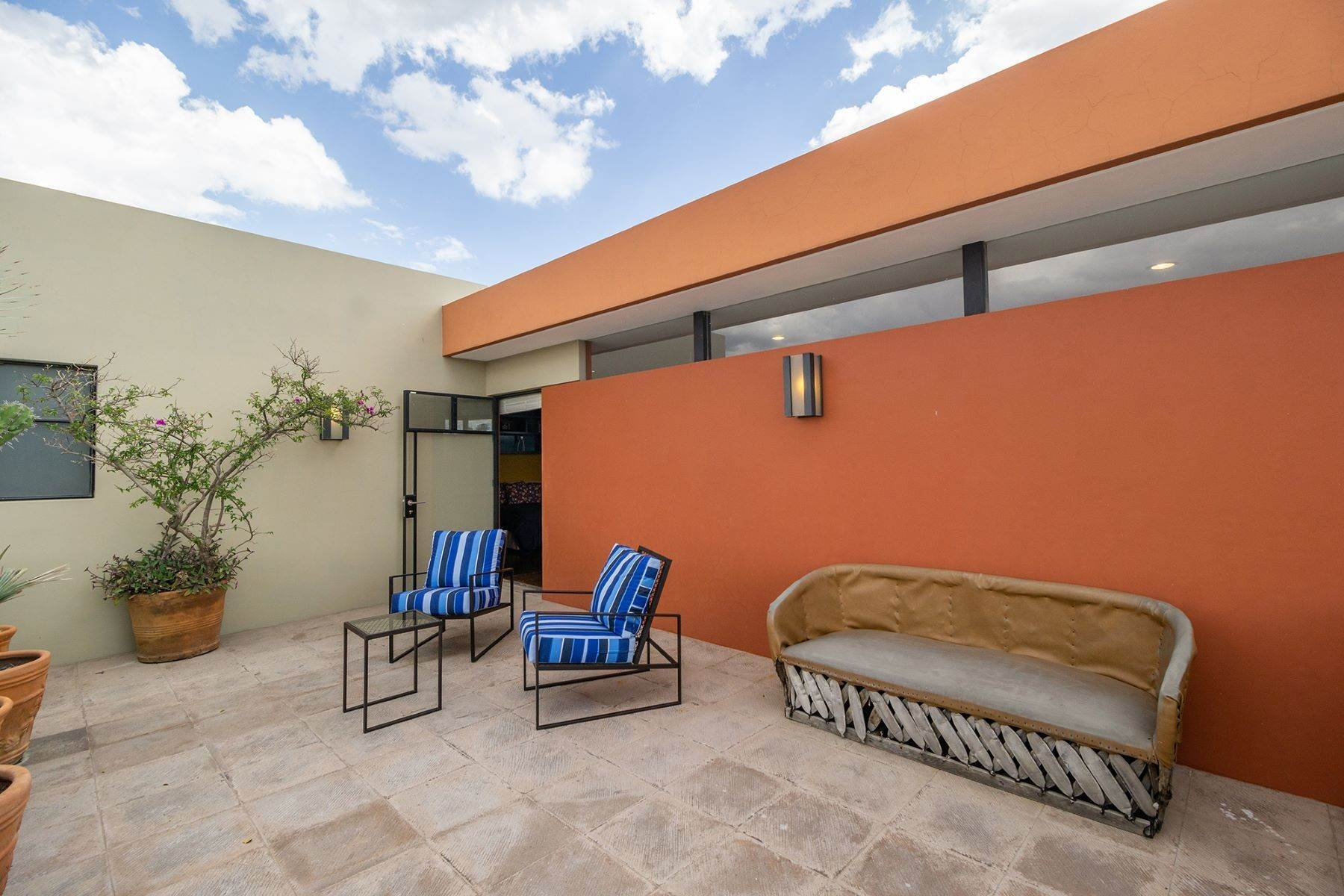 17. Single Family Homes for Sale at Chimal Loft Miguel Araujo 1B San Miguel De Allende, Guanajuato 37700 Mexico