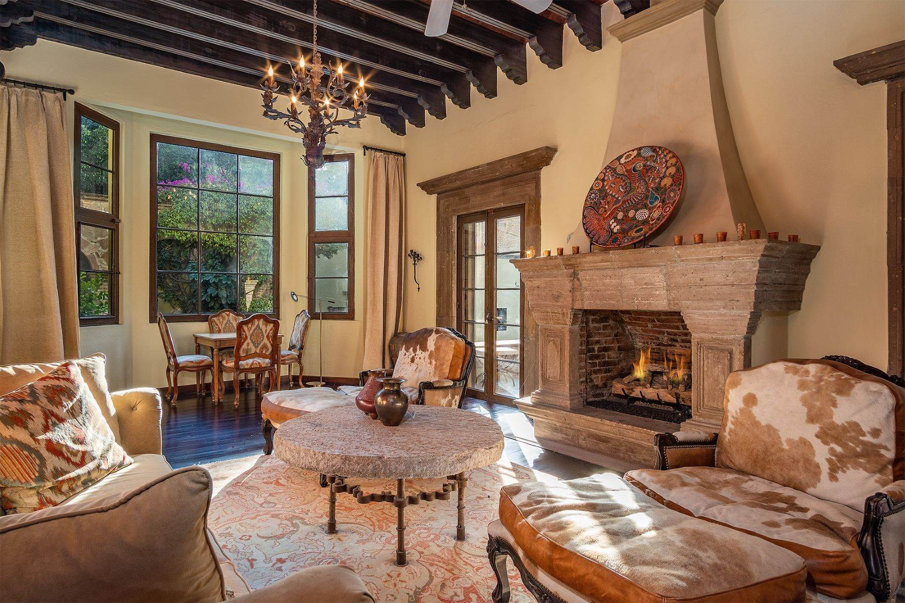 18. Single Family Homes for Sale at Casa William Gracia 9 San Miguel De Allende, Guanajuato 37700 Mexico