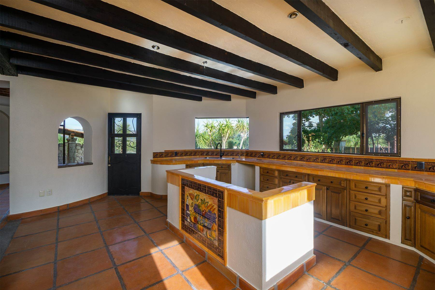 6. Single Family Homes for Sale at Casa Frida Los Labradores, San Miguel De Allende, Guanajuato Mexico