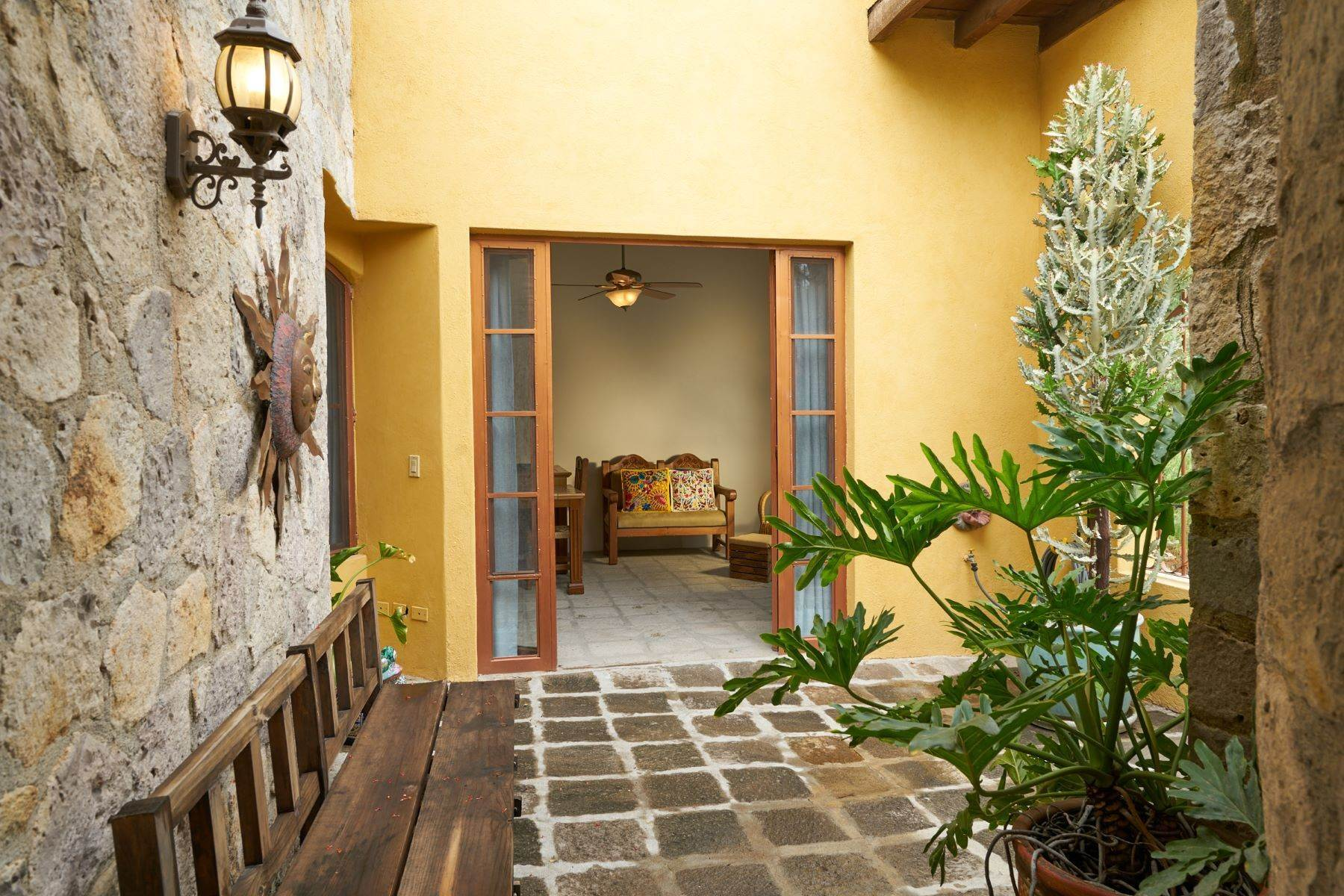 28. Single Family Homes for Sale at Casa Celeste Camino Real a Xichu #35 San Miguel De Allende, Guanajuato 37777 Mexico