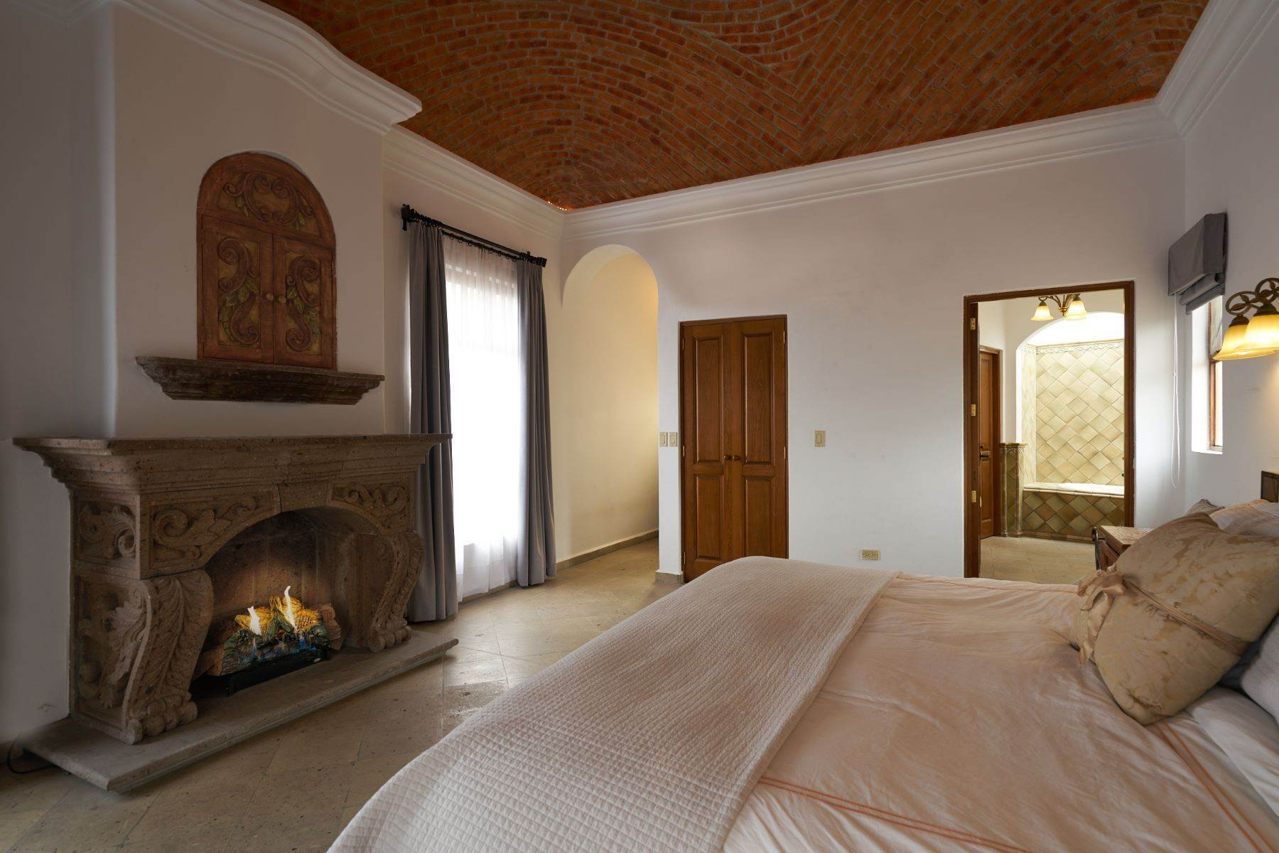 20. Single Family Homes for Sale at Casa Celeste Camino Real a Xichu #35 San Miguel De Allende, Guanajuato 37777 Mexico