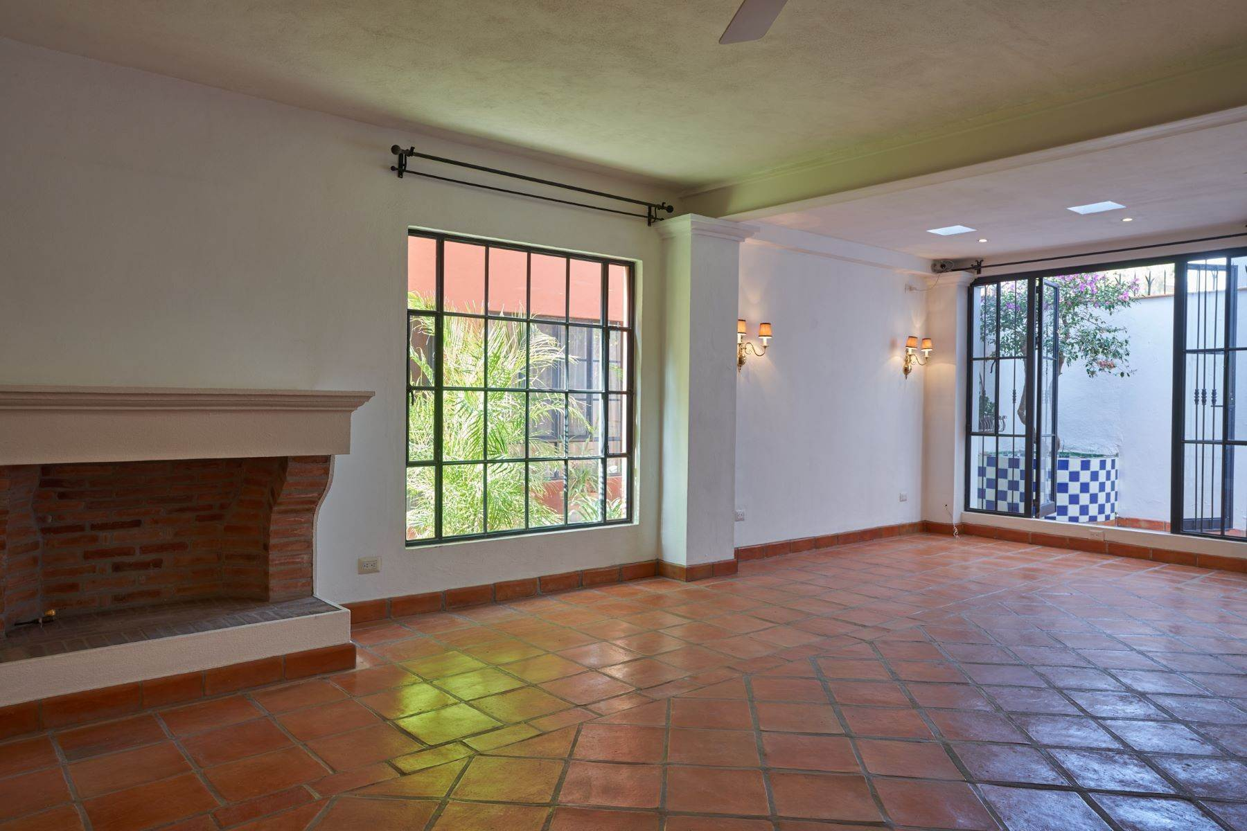 10. Single Family Homes for Sale at Casa Alameda San Miguel De Allende, Guanajuato 37750 Mexico