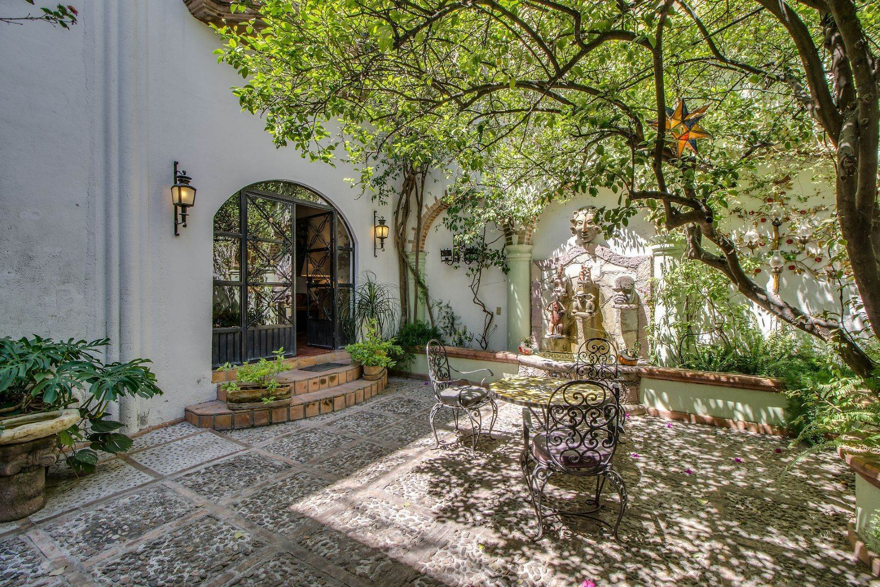 4. Single Family Homes for Sale at Casa Christina San Antonio, San Miguel De Allende, Guanajuato Mexico