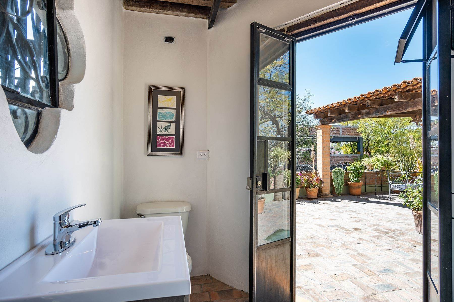 24. Single Family Homes for Sale at Casa Jacarandas Hernandez Macias San Miguel De Allende, Guanajuato 37700 Mexico