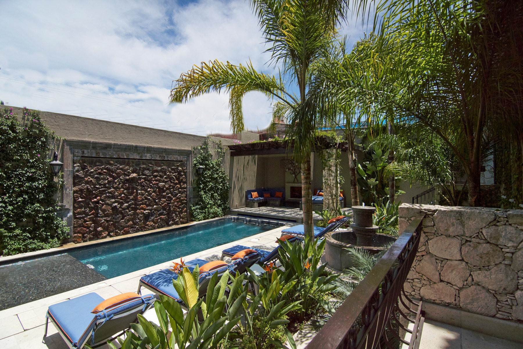 30. Single Family Homes for Sale at Casa Shangri-La Moras 3 B San Miguel De Allende, Guanajuato 37700 Mexico