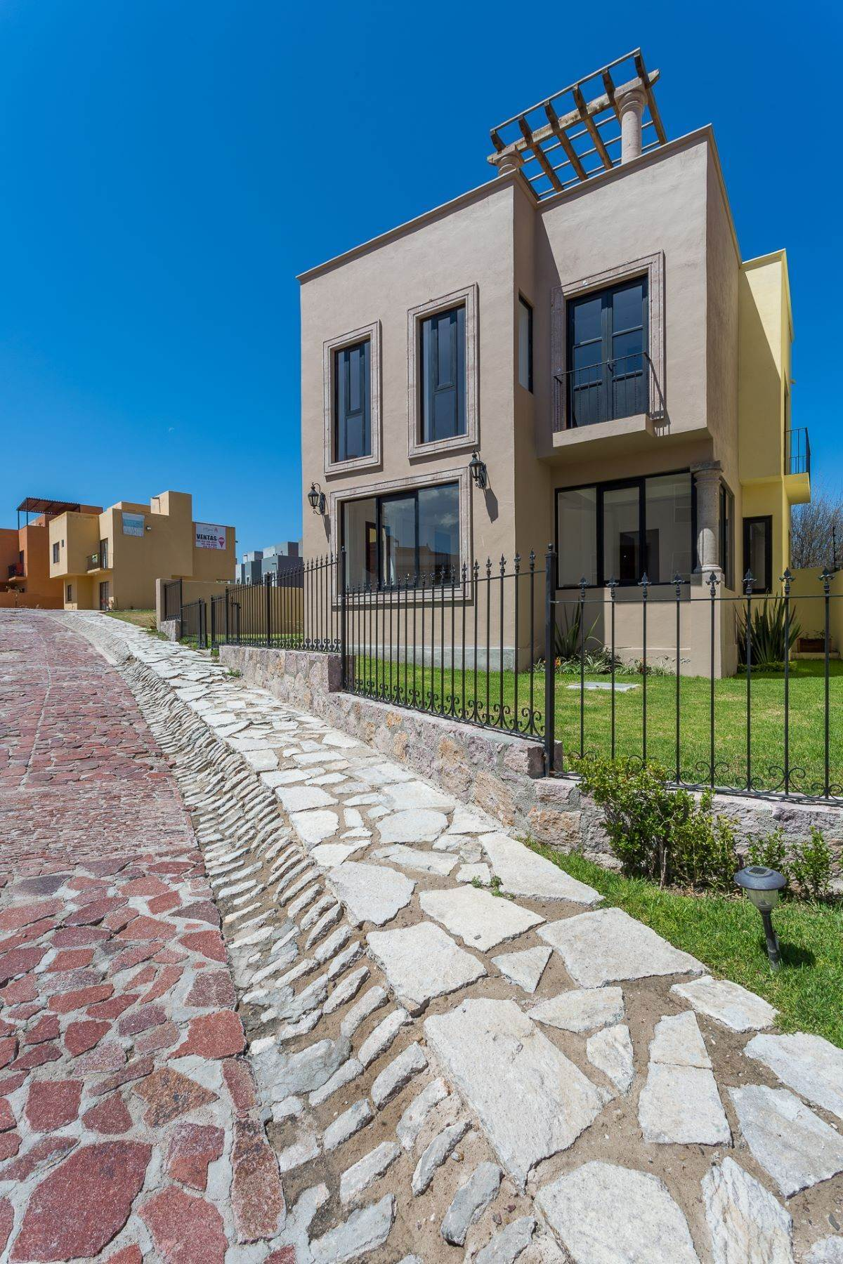 3. Single Family Homes for Sale at Villa Jardín Camino Norte, El Capricho San Miguel De Allende, Guanajuato 37700 Mexico