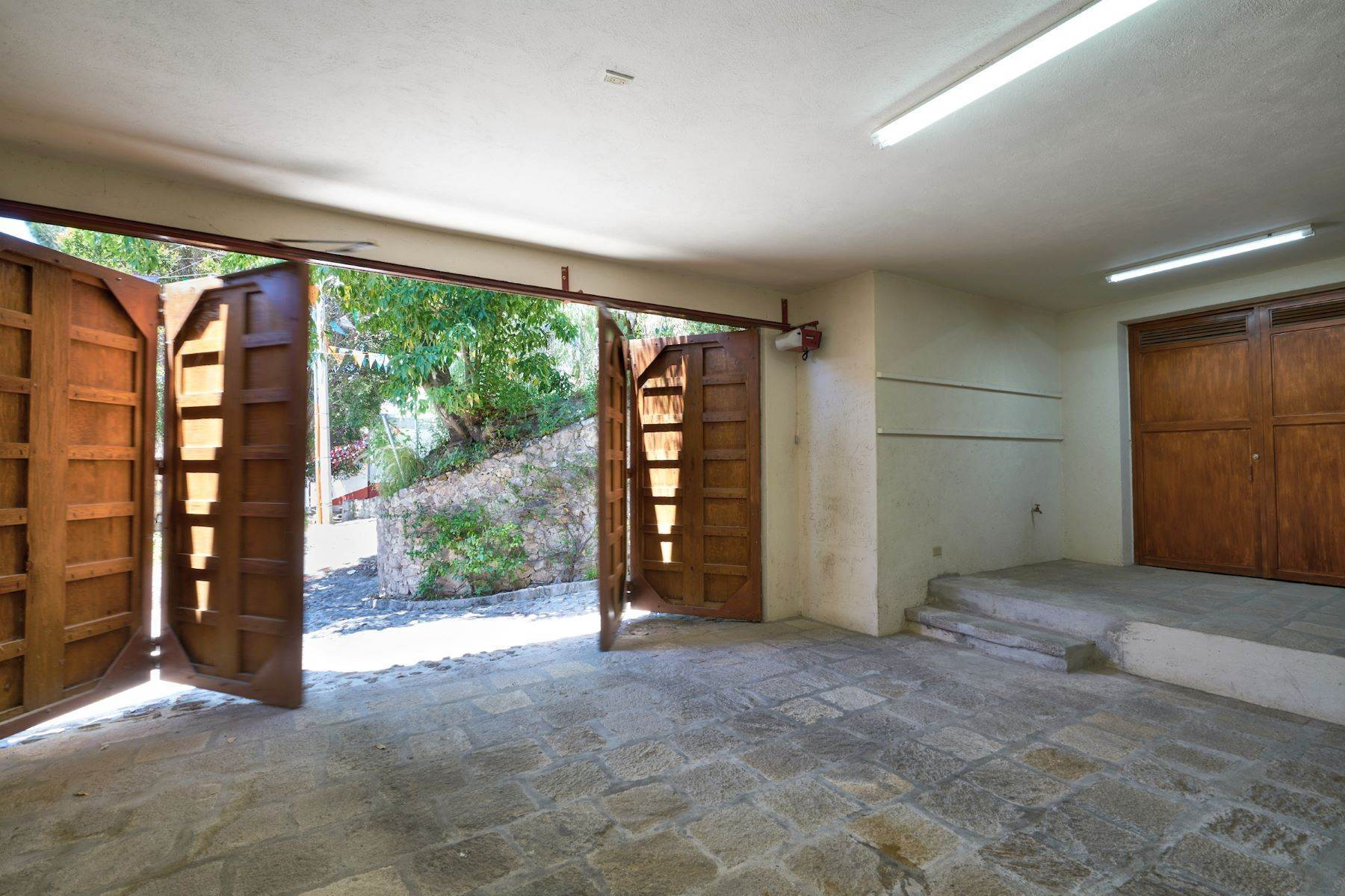 37. Single Family Homes for Sale at Casa Celeste Camino Real a Xichu #35 San Miguel De Allende, Guanajuato 37777 Mexico